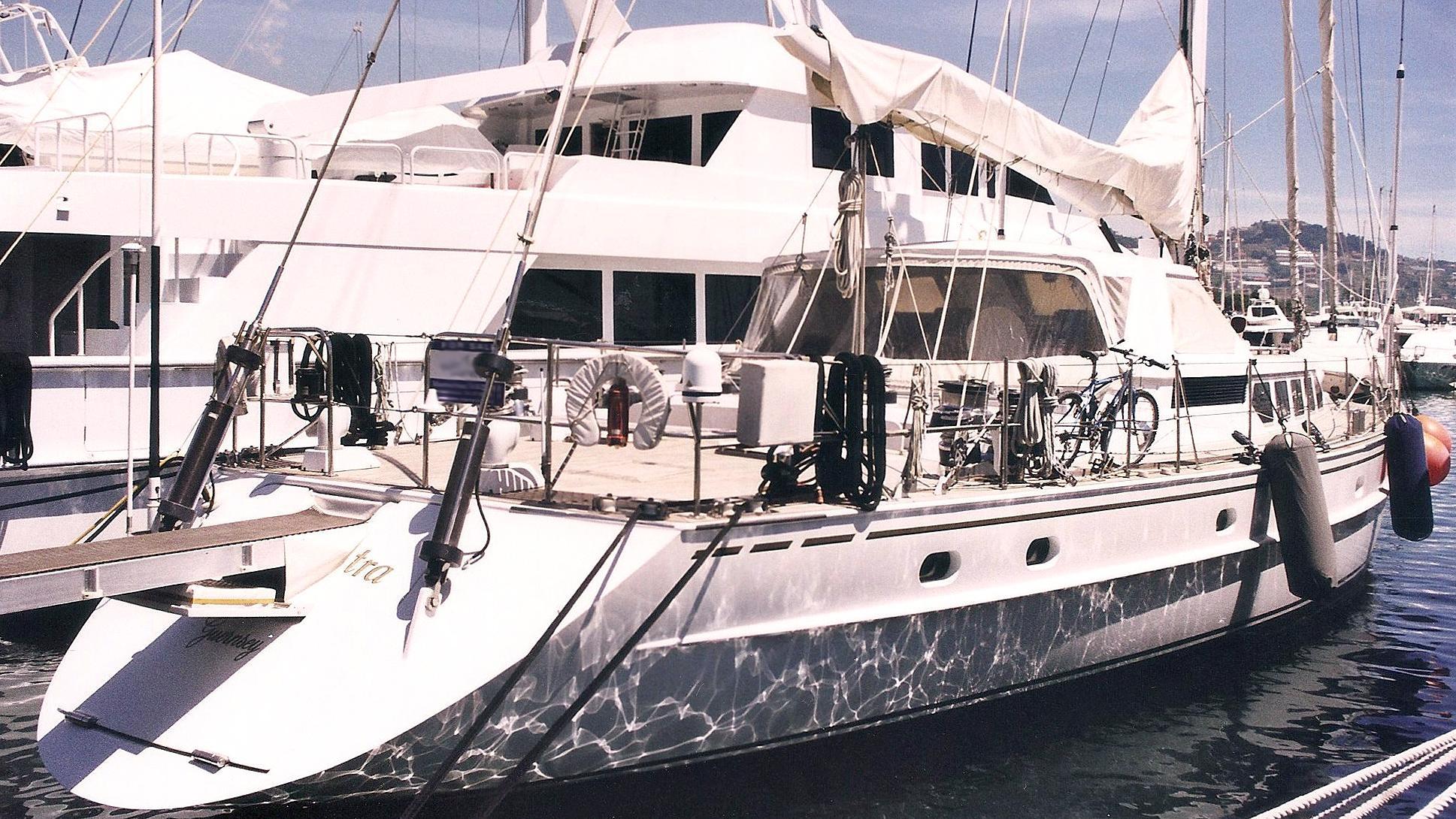 spes-nostra-sailing-yacht-jongert-2800s-1988-28m-stern-profile