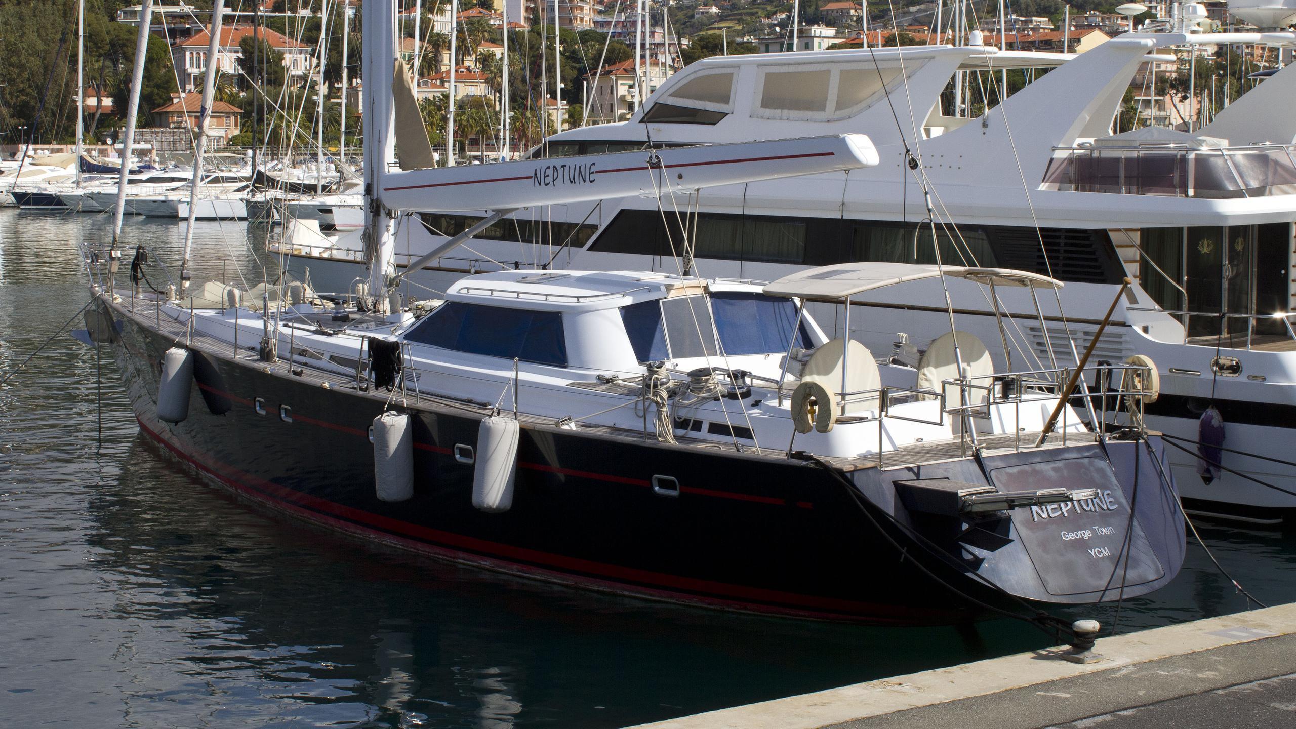 neptune-sailing-yacht-fitzory-2003-25m-stern