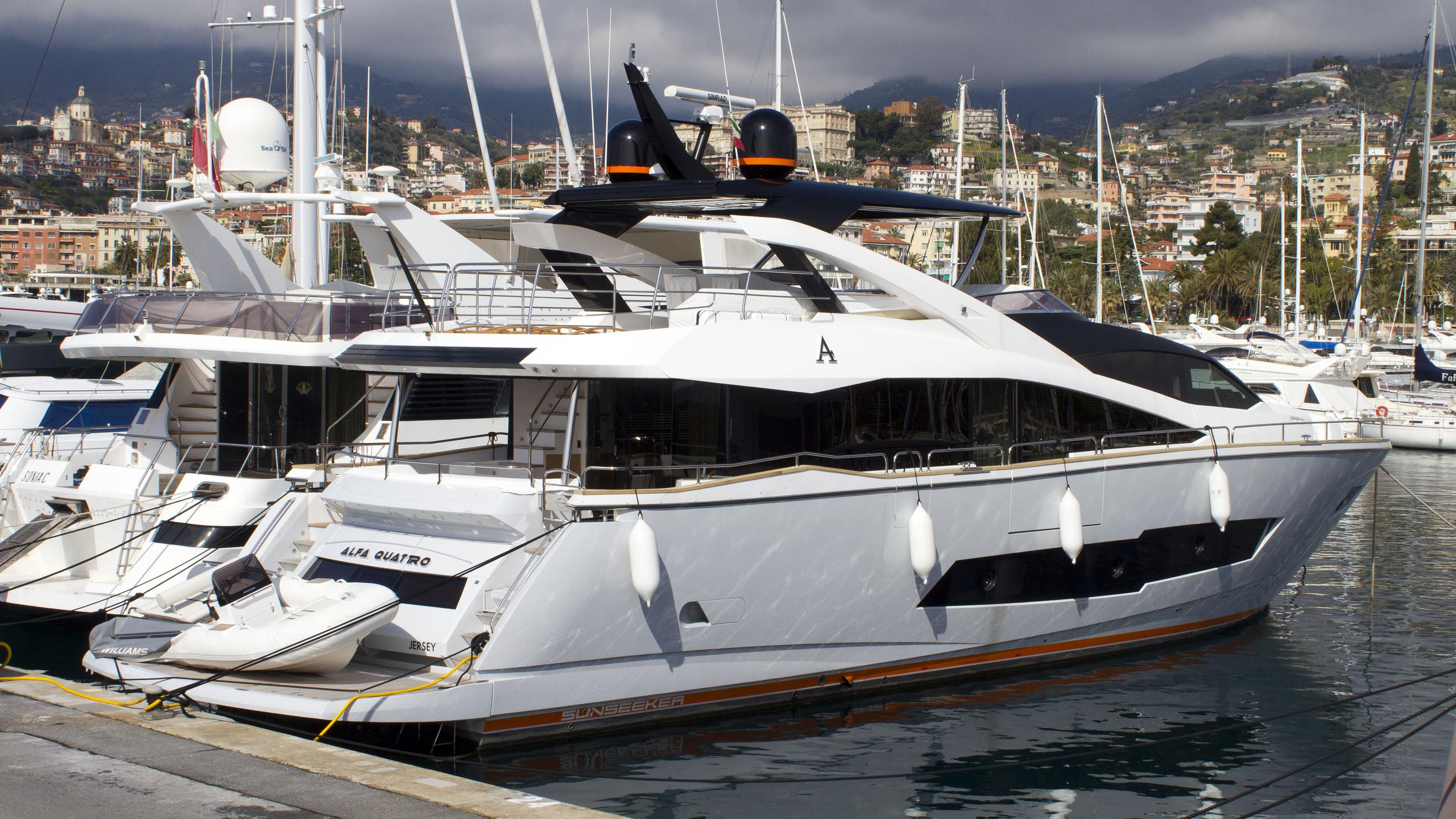 alfa-quattro-motor-yacht-sunseeker-28m-2015-stern