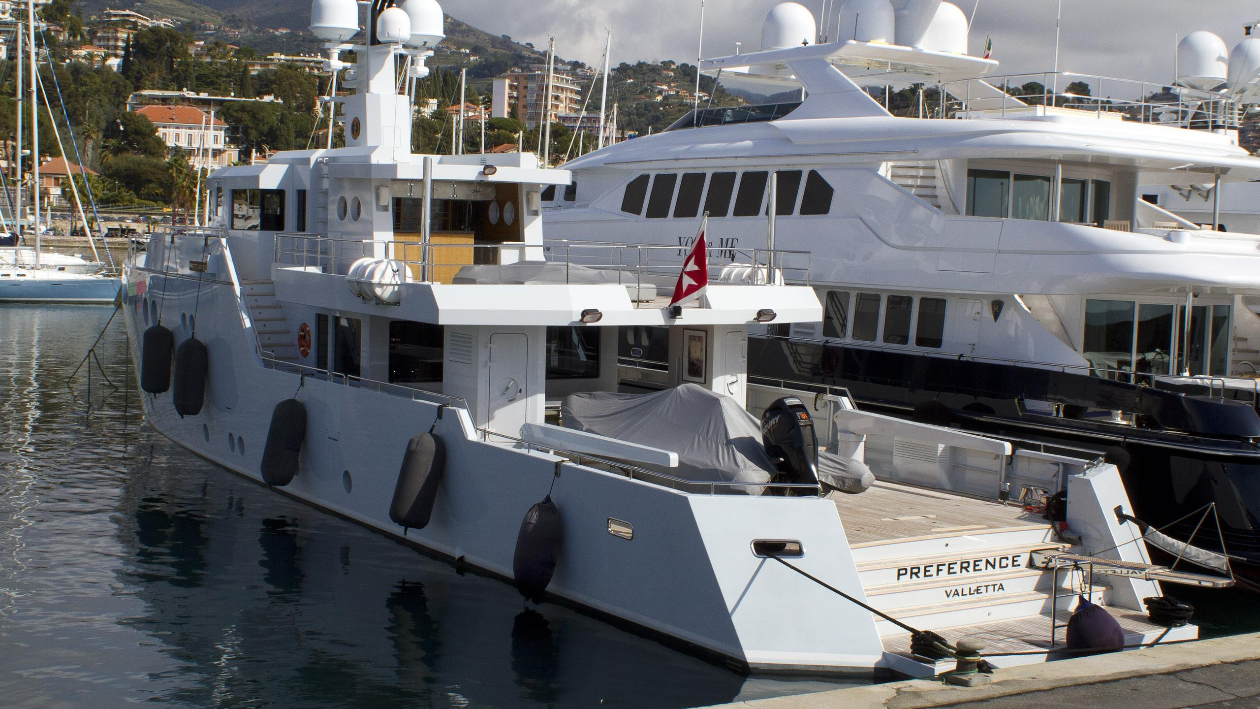preference-motor-yacht-tansu-2011-36m-stern-moored