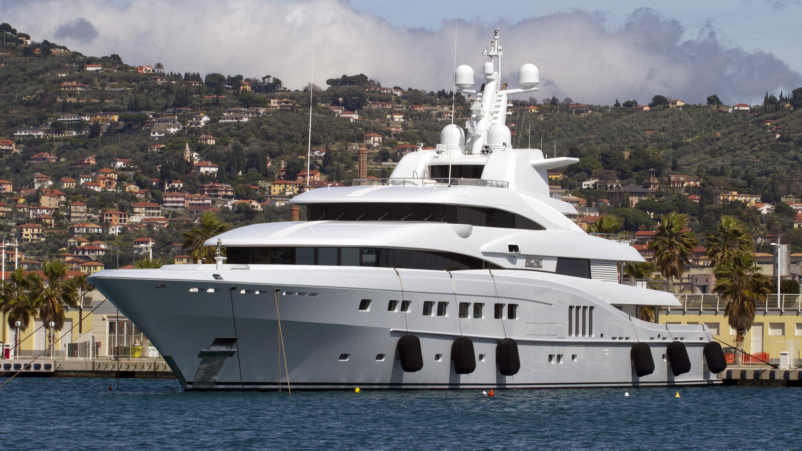 secret-motor-yacht-abeking-rasmusssen-2013-82m-bow-profile