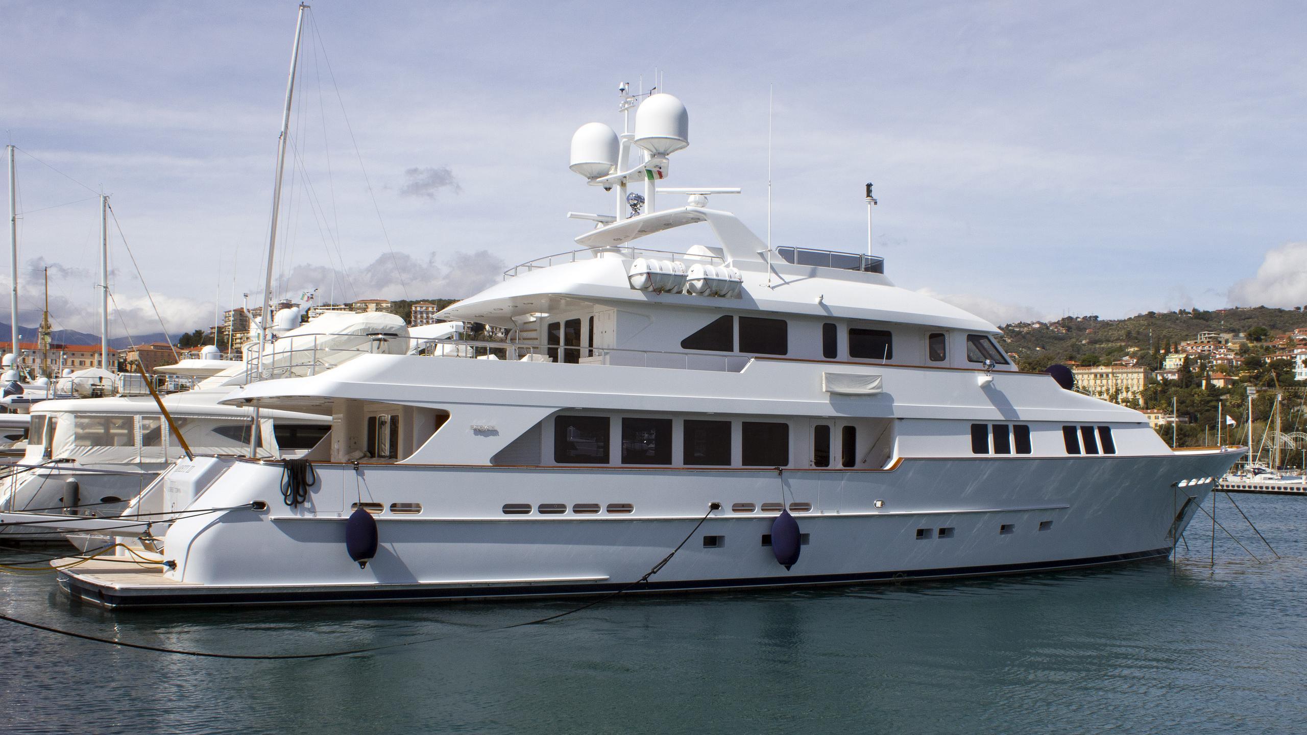 t-zero-areti-ii-motor-yacht-burger-2007-39m-moored