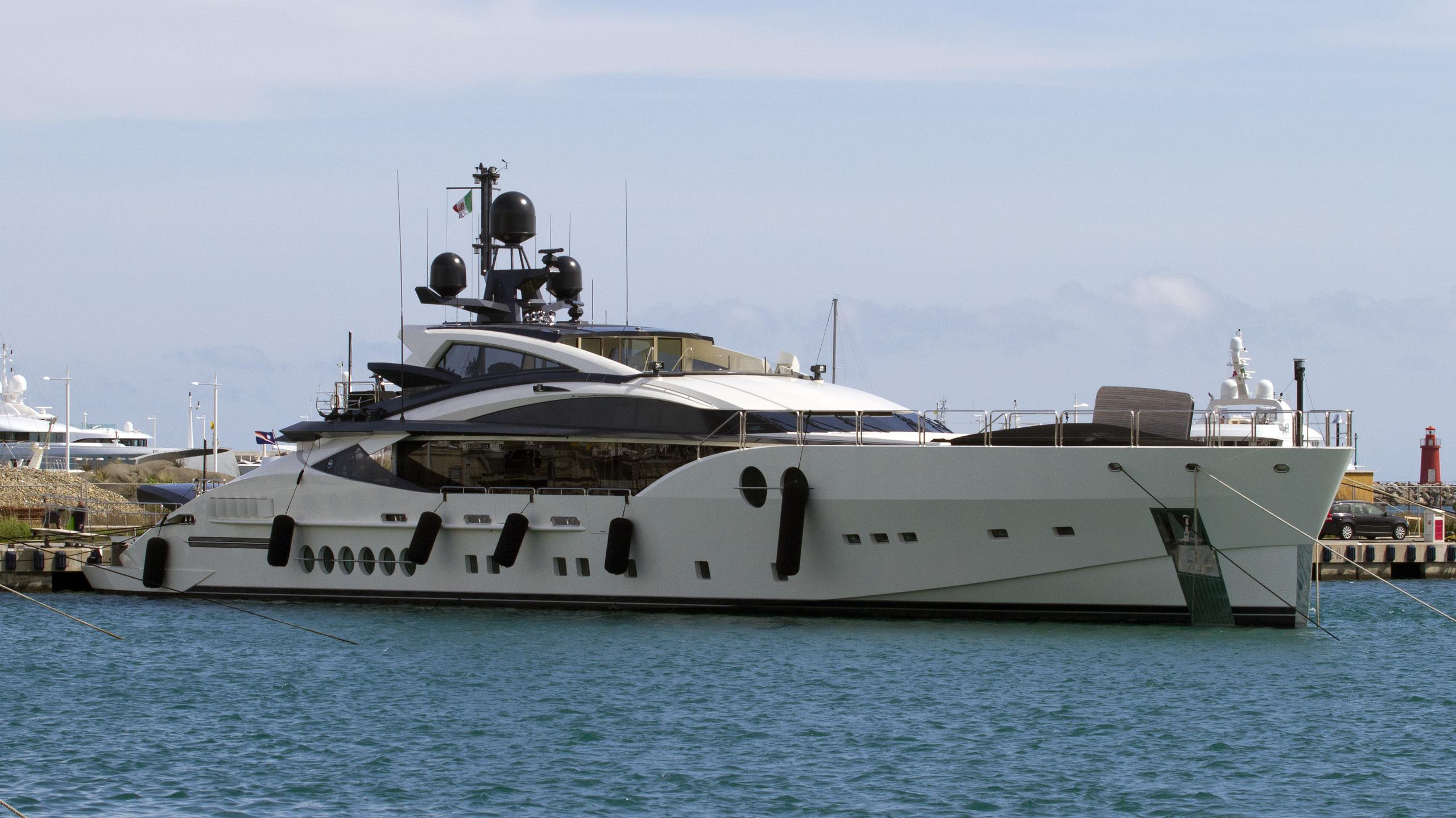 bliss-motor-yacht-palmer-johnson-2014-52m-half-profile