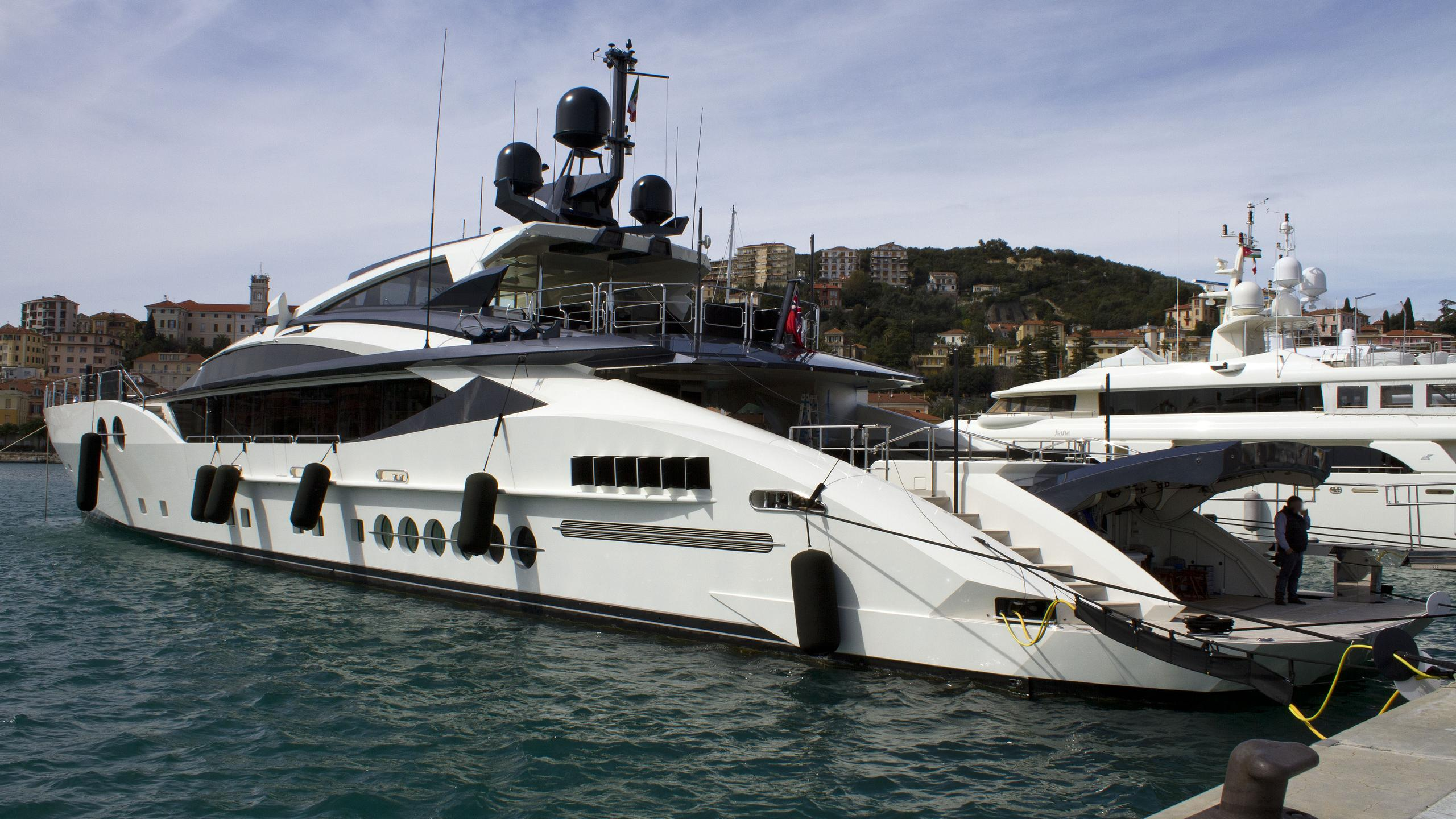 bliss-motor-yacht-palmer-johnson-2014-52m-half-stern