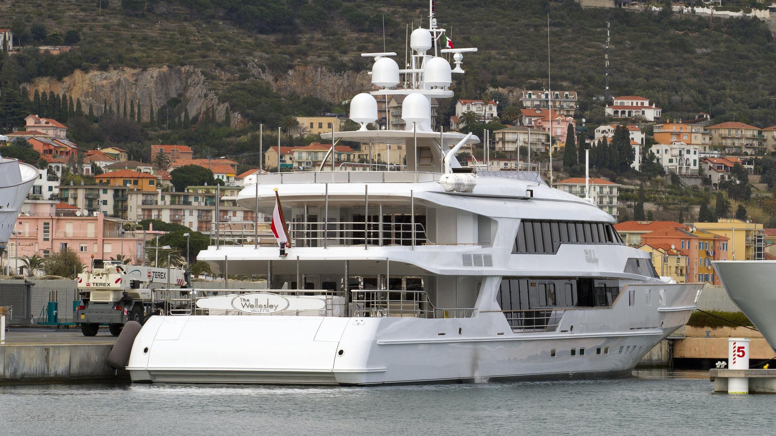 the-wellesley-motor-yacht-oceanco-1993-56m-new-stern