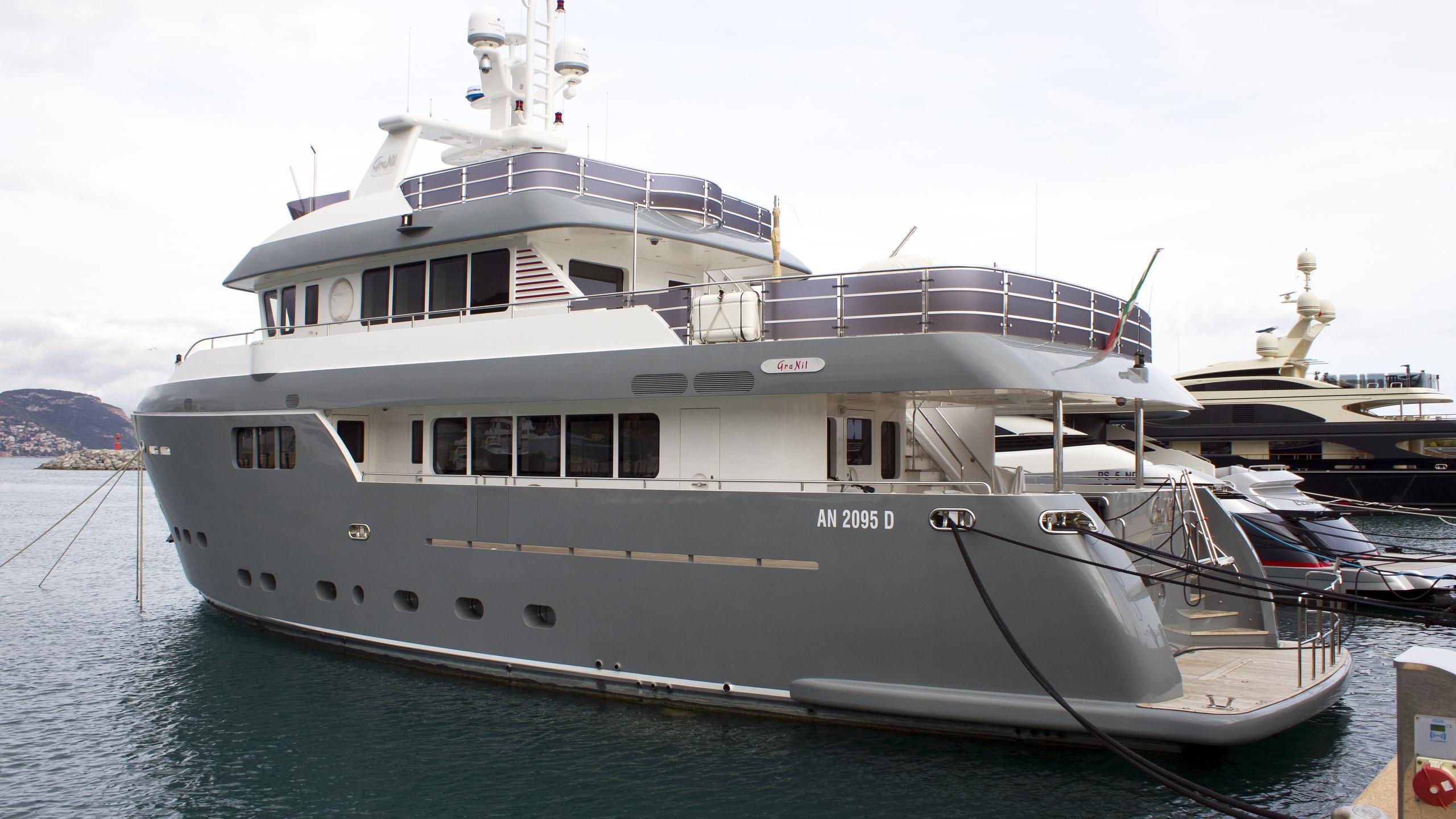 gra-nil-explorer-yacht-cantiere-delle-marche-darwin-86-2014-26m-half-profile