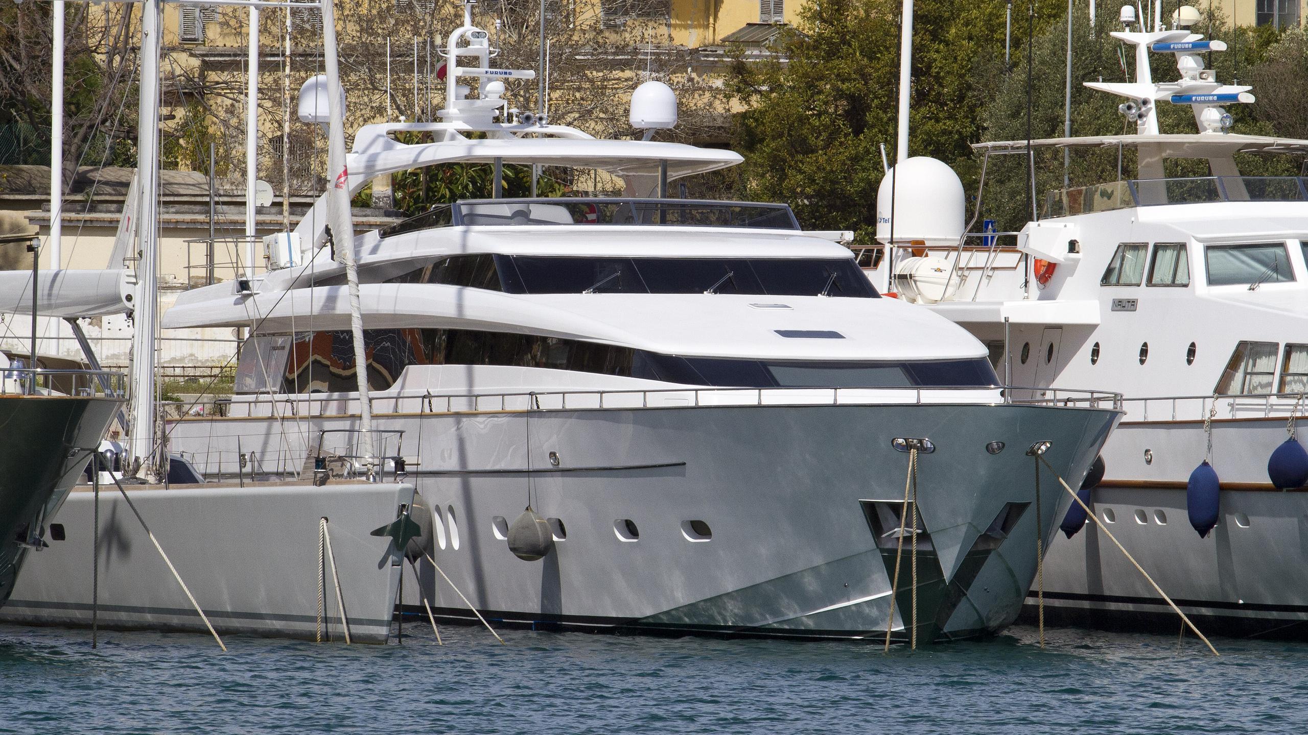 andinoria-motor-yacht-sanlorenzo-sl-108-2010-33m-bow