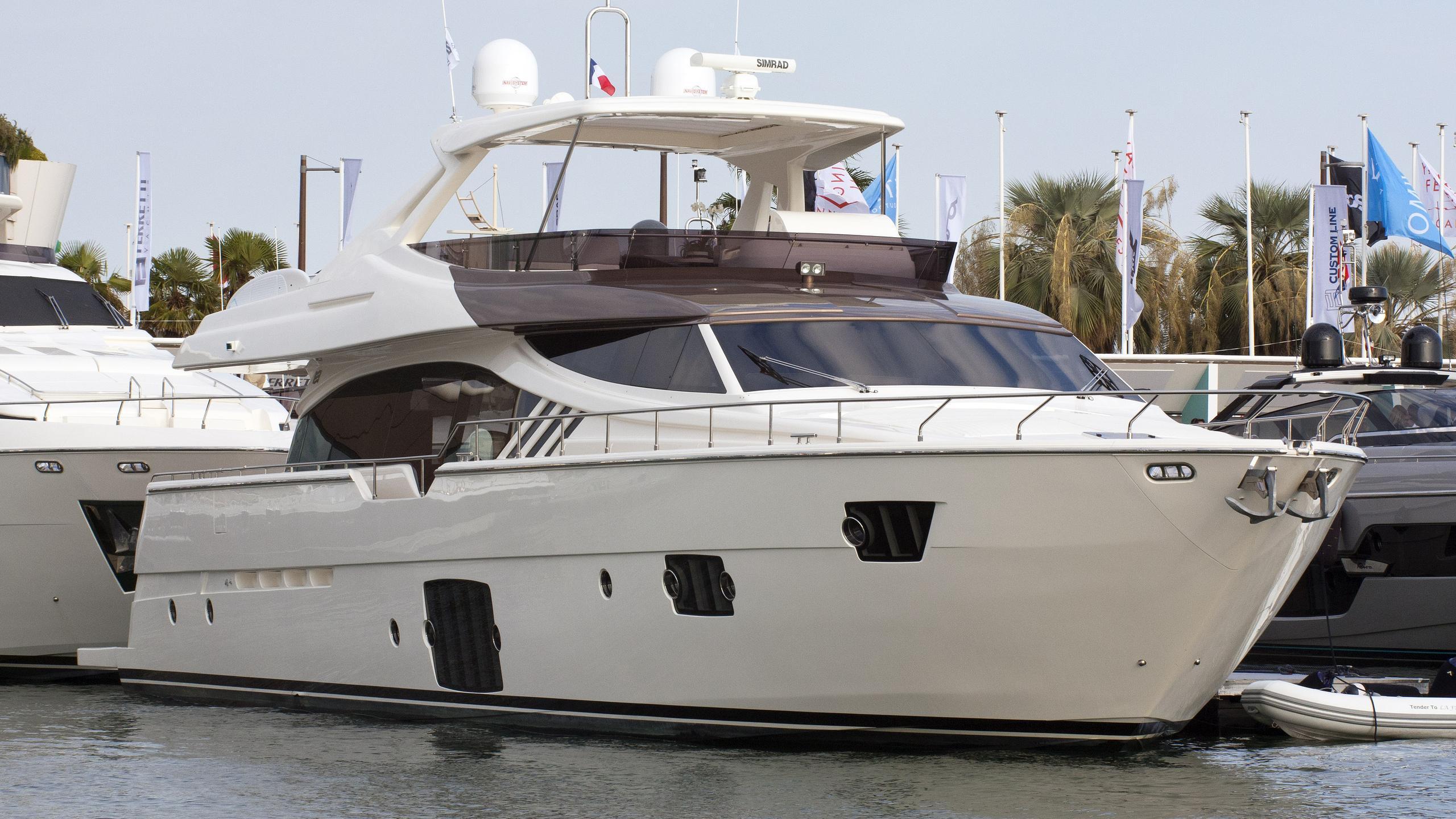 la-felicita-motor-yacht-ferretti-870-2015-27m-half-profile