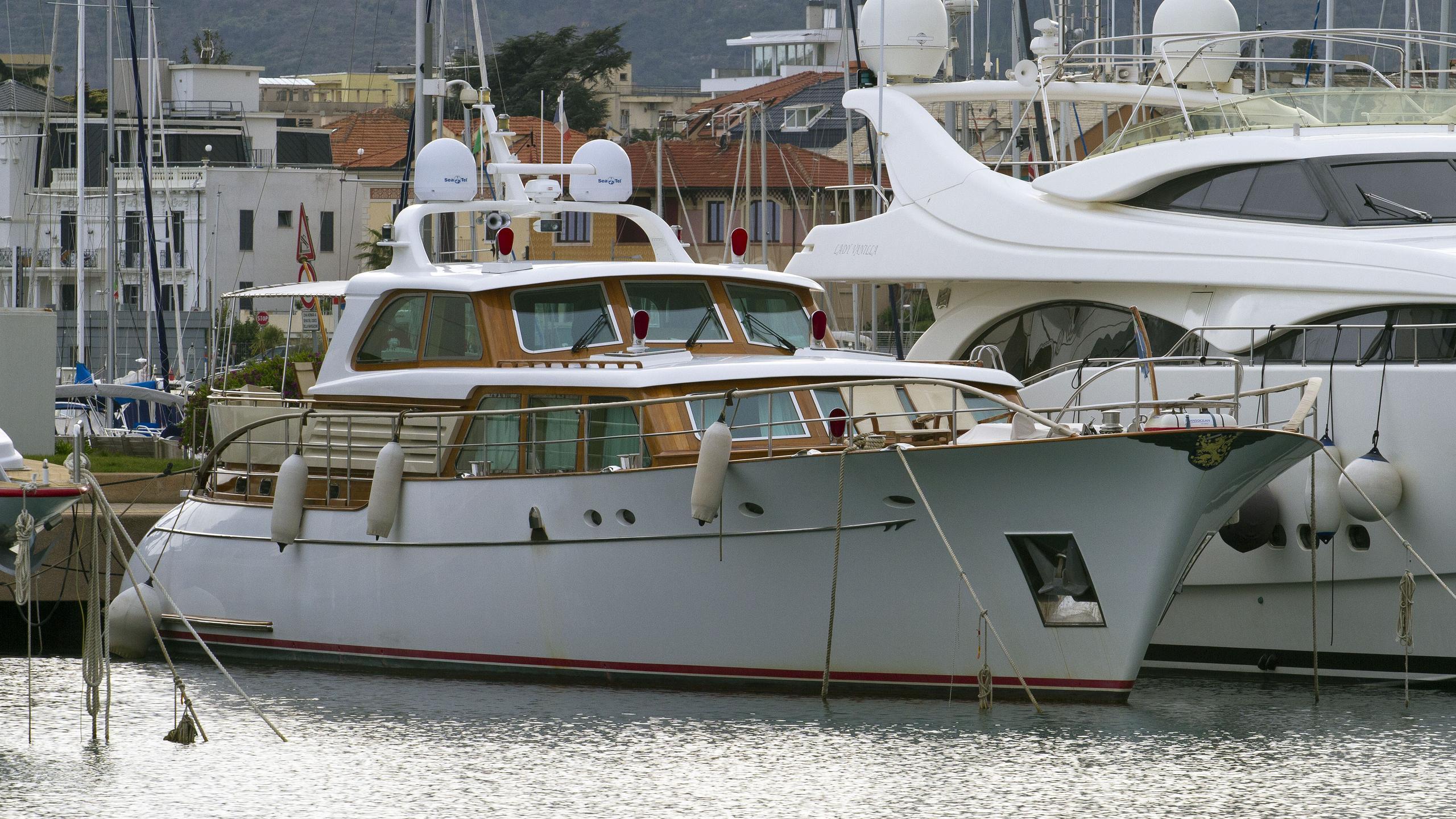 orrizonte-motoryacht-willemsen-2007-27m-half-profile