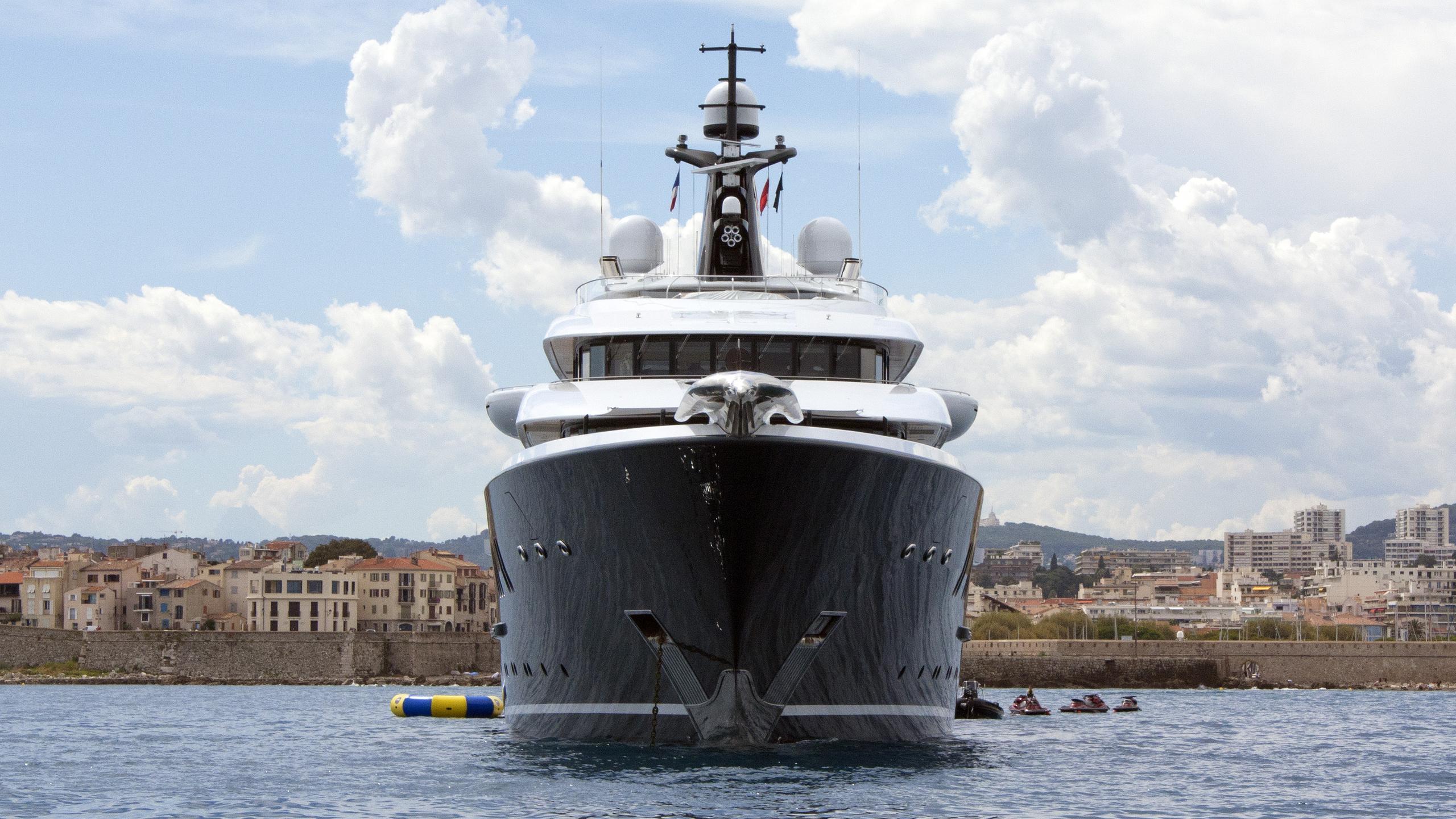 phoenix-2-motor-yacht-lurssen-2010-90m-bow