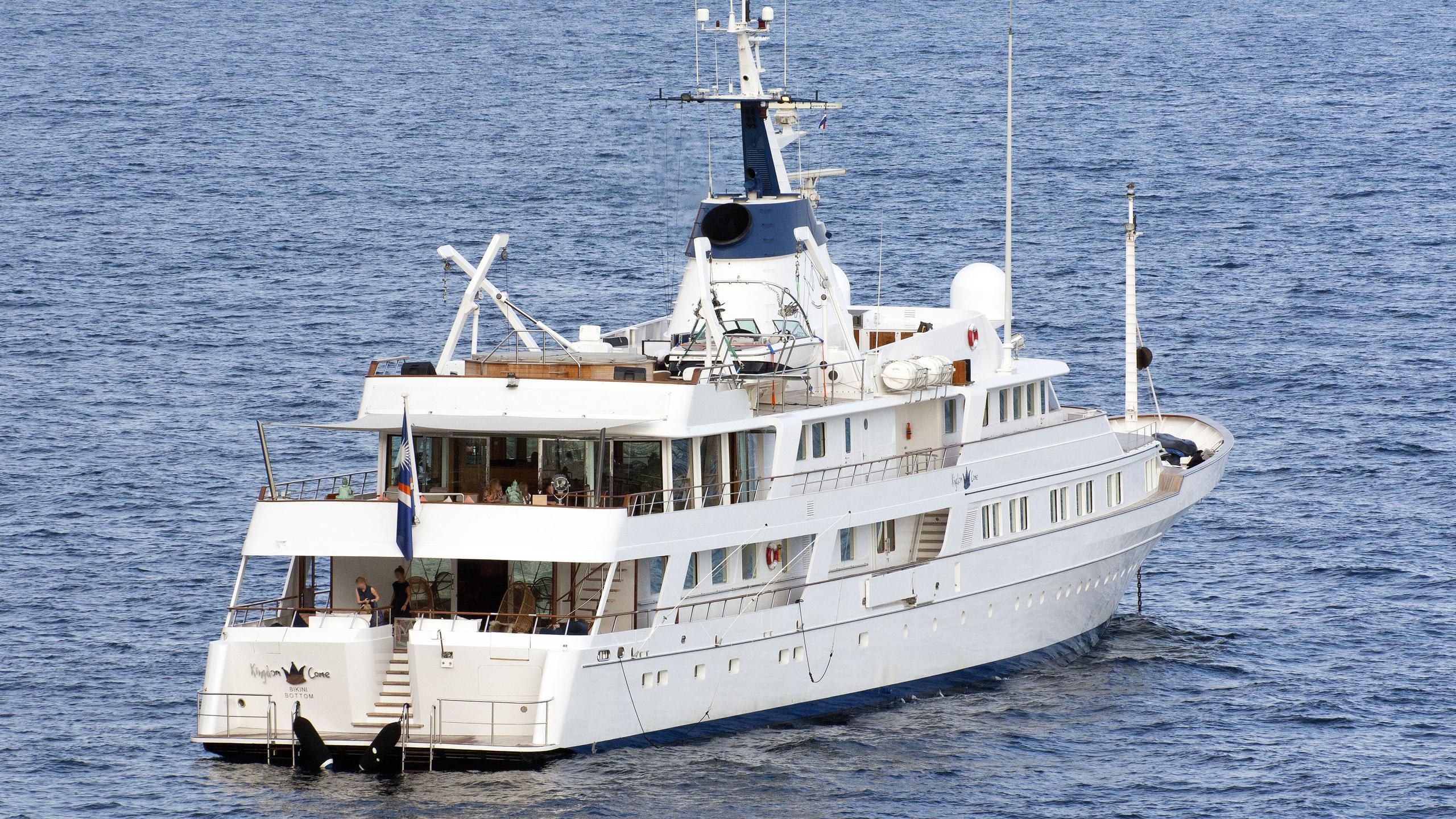 sanoo-kingdom-come-motor-yacht-feadship-1979-61m-stern