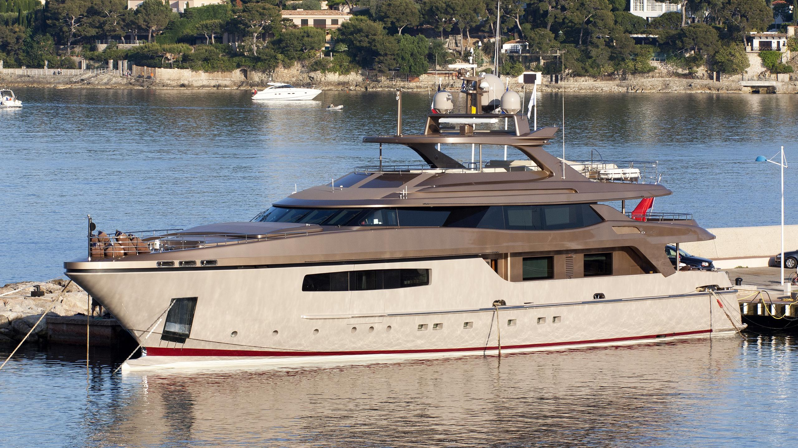 geosand-motor-yacht-baglietto-2011-42m-profile