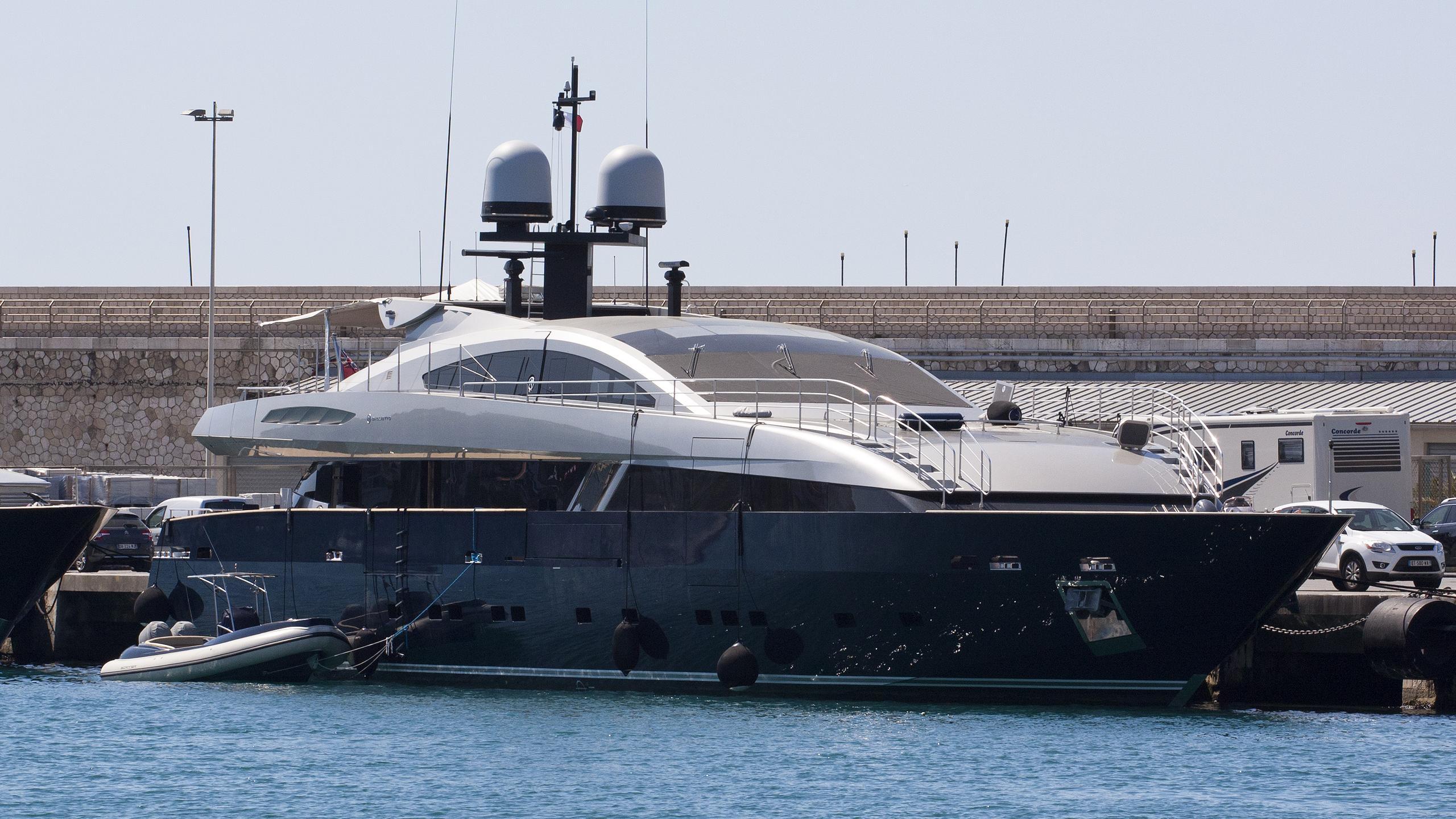 lucky-me-motor-yacht-baglietto-2010-42m-half-profile