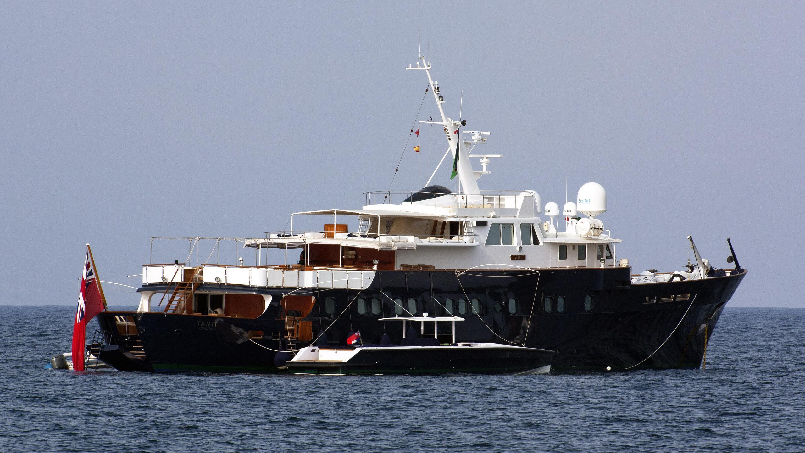tanit-motor-yacht-camper-nicholsons-1967-46m-half-profile