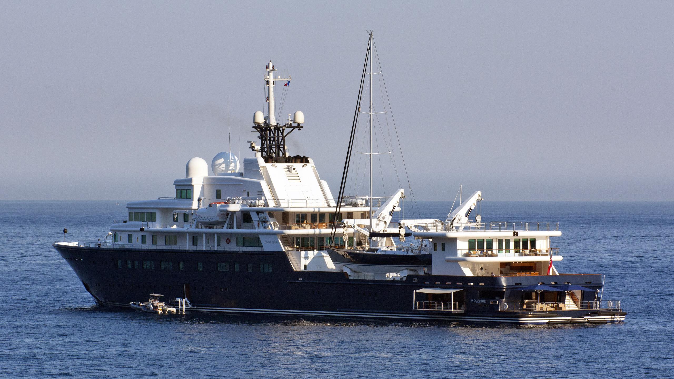 le-grand-bleu-explorer-yacht-bremer-vulkan-2000-113m-half-profile