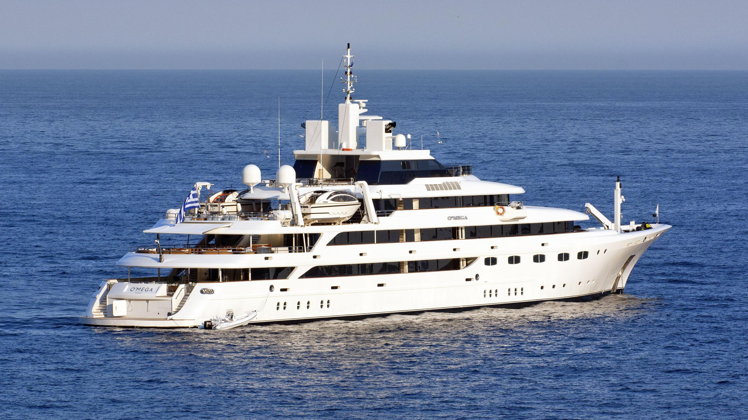 o-mega-motor-yacht-mitsubishi-hi-1985-82m-half-profile