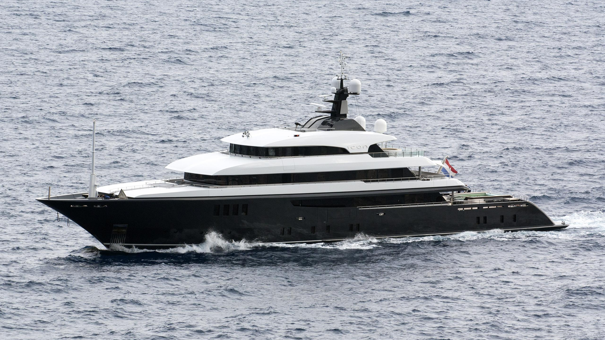 icon-62-motor-yacht-2009-68m-half-profile-running