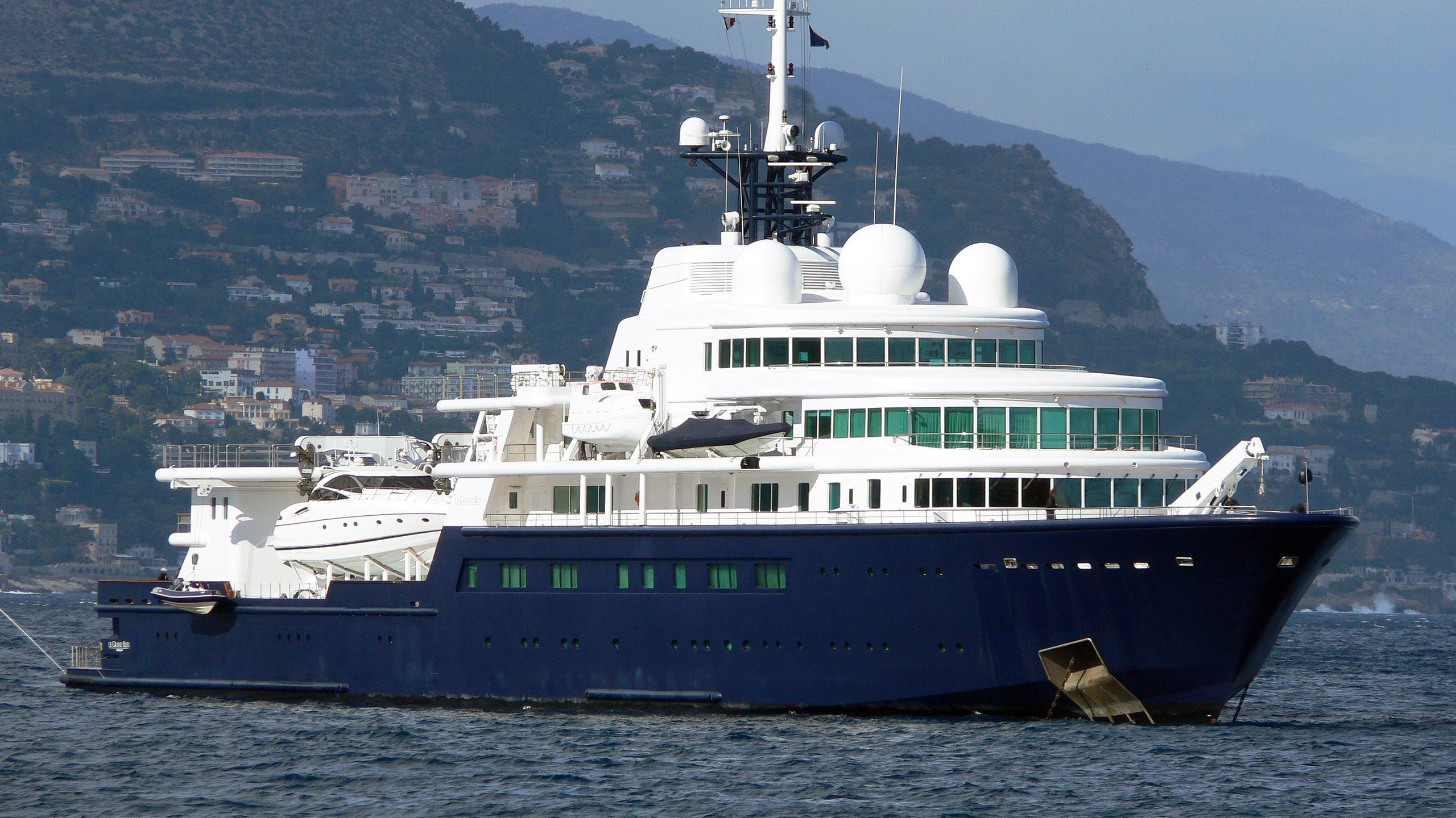 le-grand-bleu-explorer-yacht-bremer-vulkan-2000-113m-bow-profile