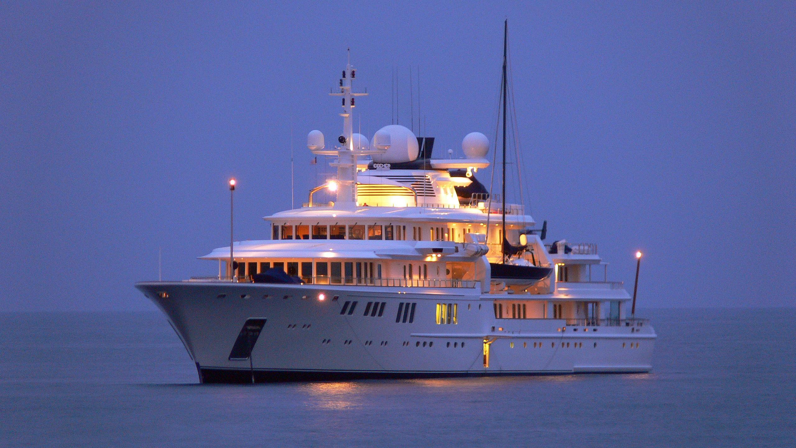 tatoosh-motor-yacht-nobiskrug-2000-92m-bow-by-night