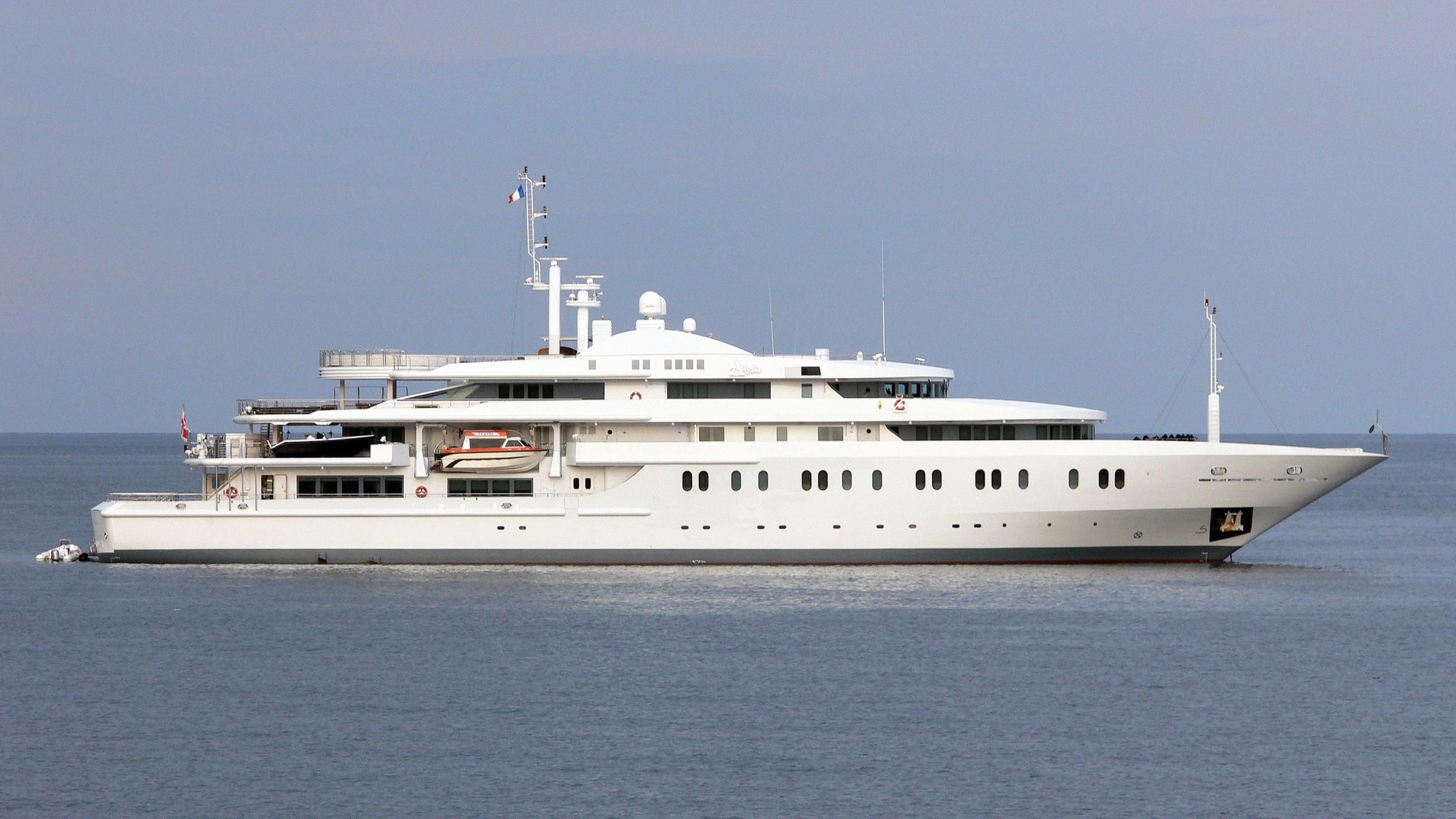 moonlight-ii-motor-yacht-neorion-2005-91m-profile-before-refit