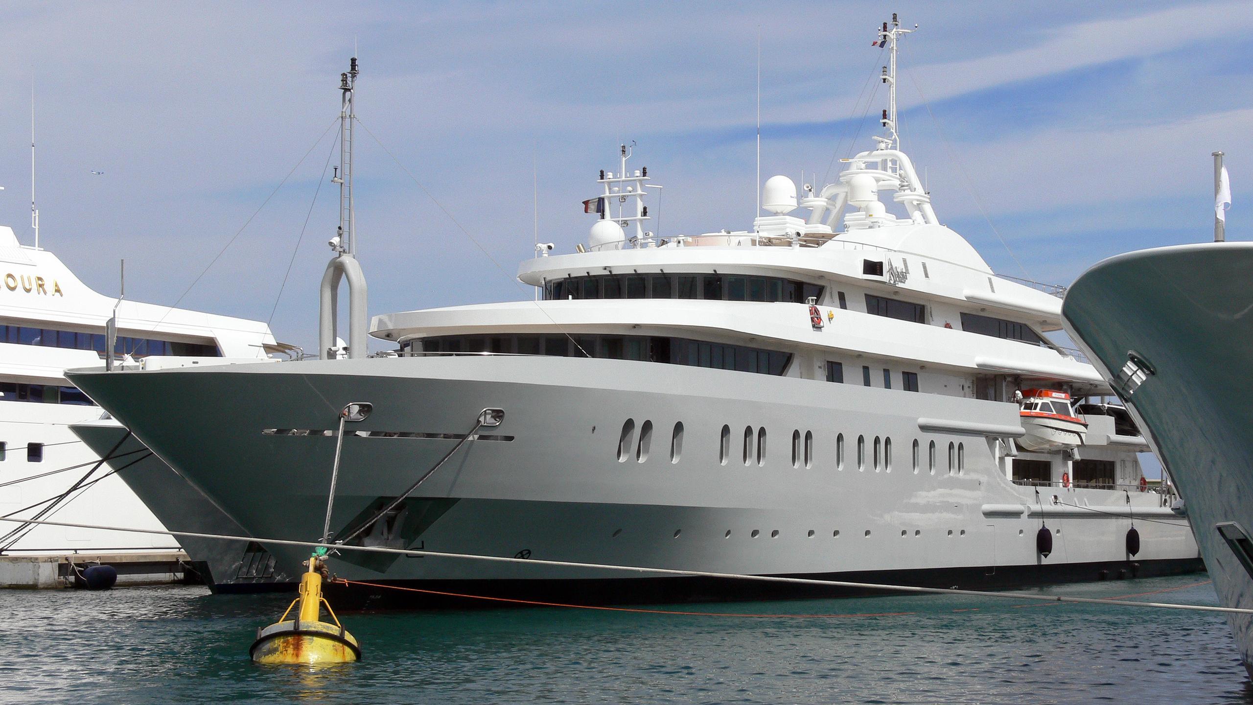 moonlight-ii-motor-yacht-neorion-2005-91m-half-profile-before-refit