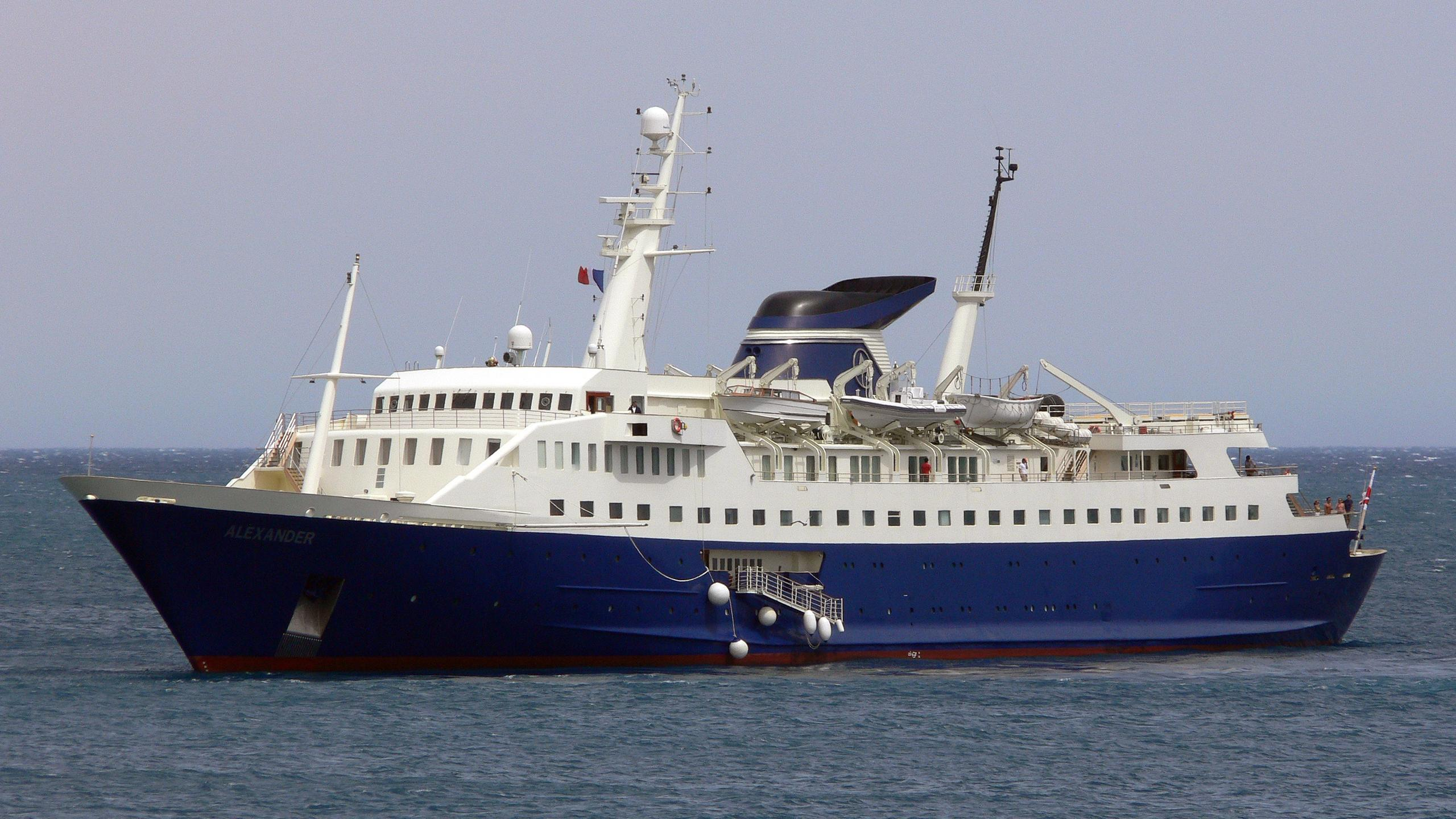 alexander-yacht-exterior