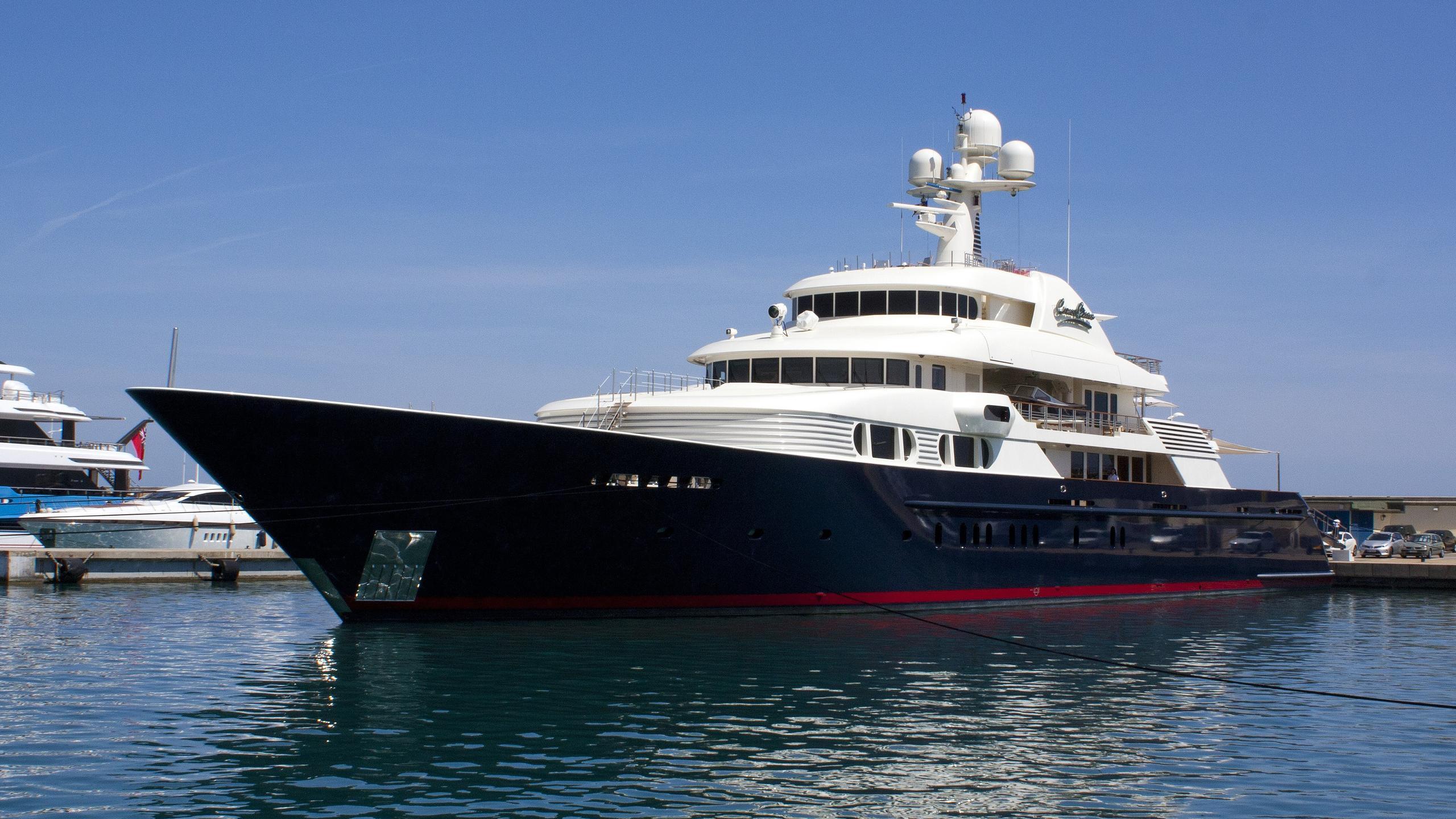 cocoa-bean-yacht-exterior