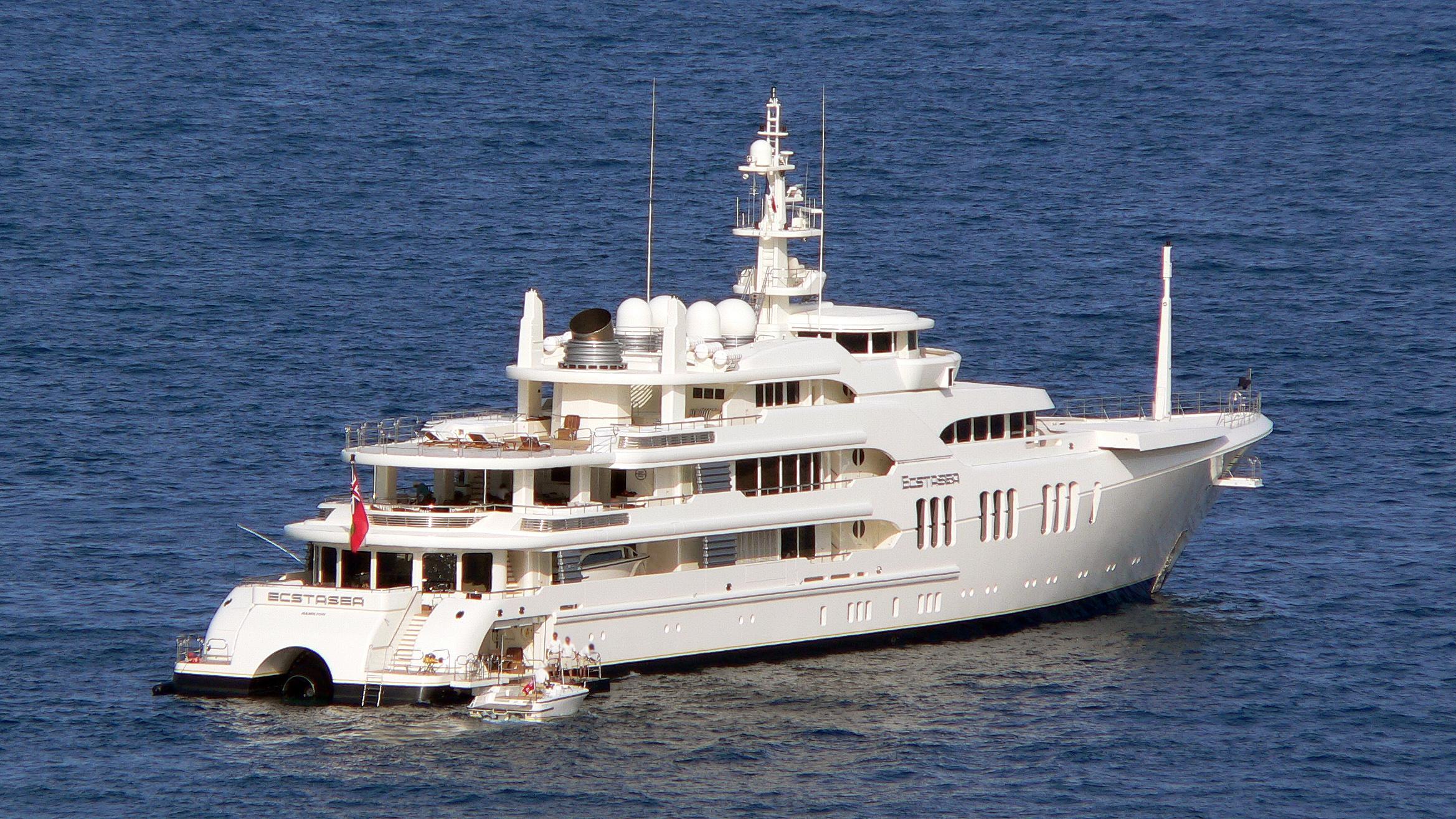 ecstasea-motor-yacht-feadship-2004-86m-stern
