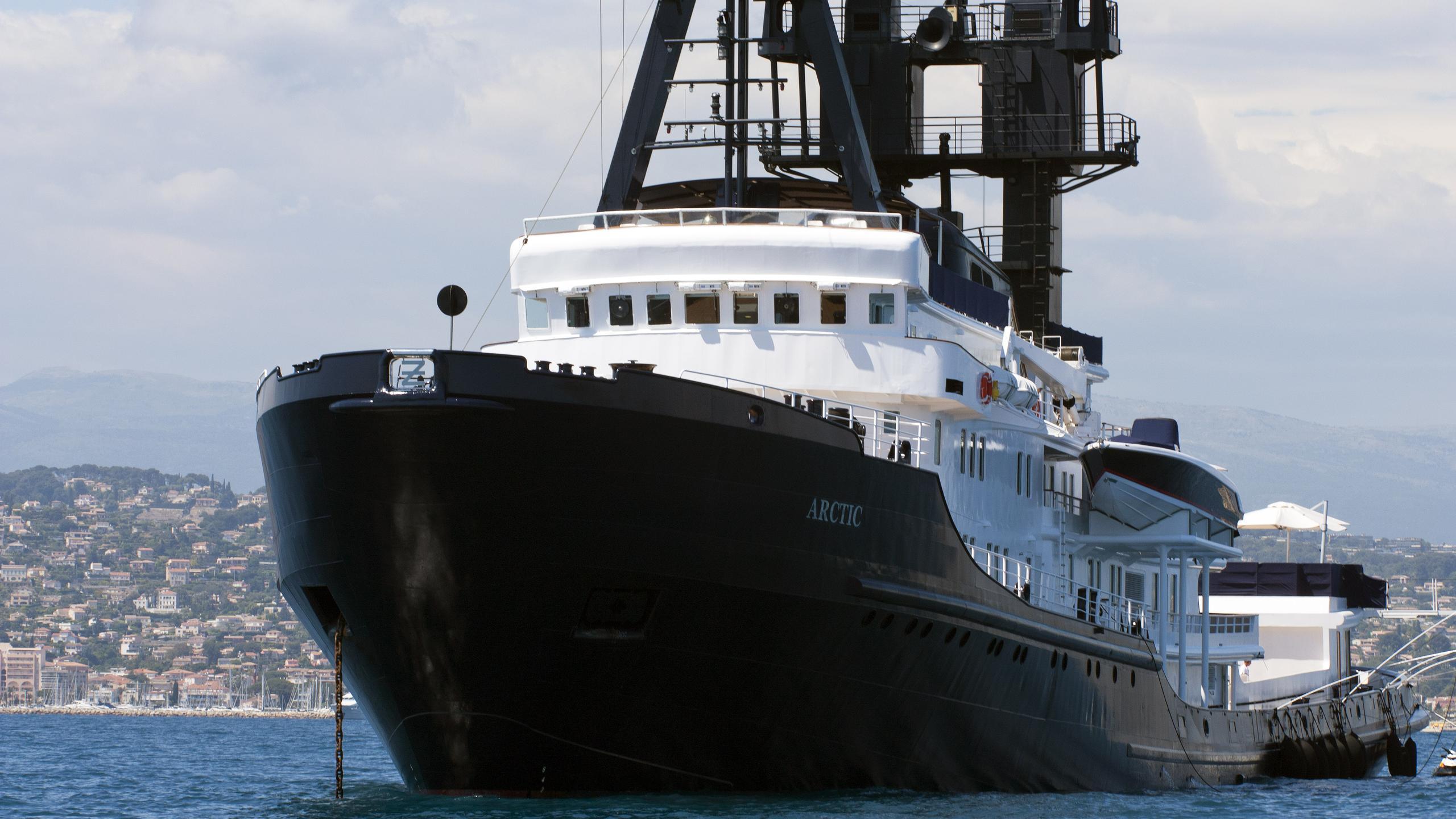 arctic-p-explorer-yacht-schichau-unterweser-1969-88m-bow-details