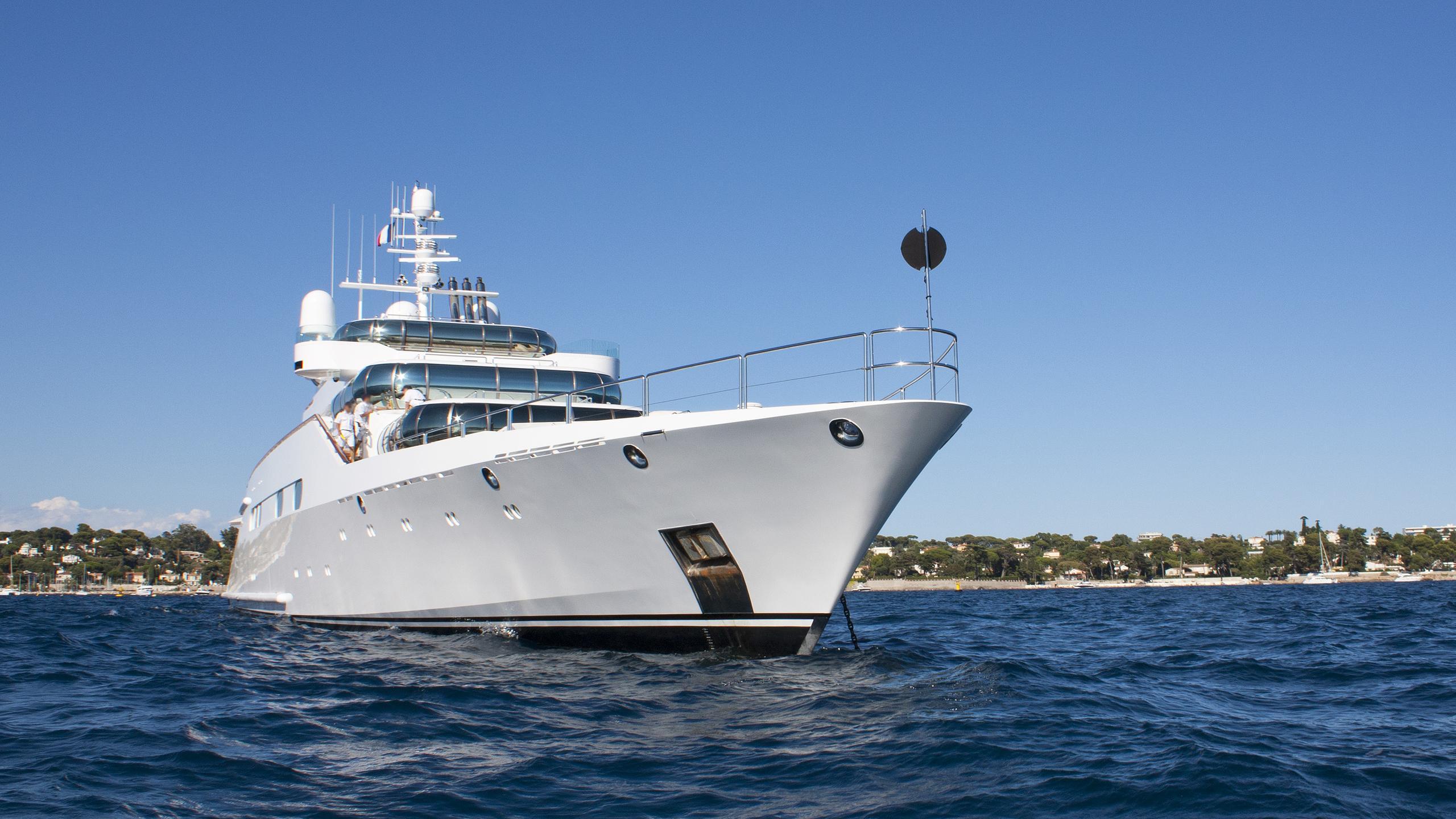 zeus-enigma-motor-yacht-blohm-voss-1991-75m-bow