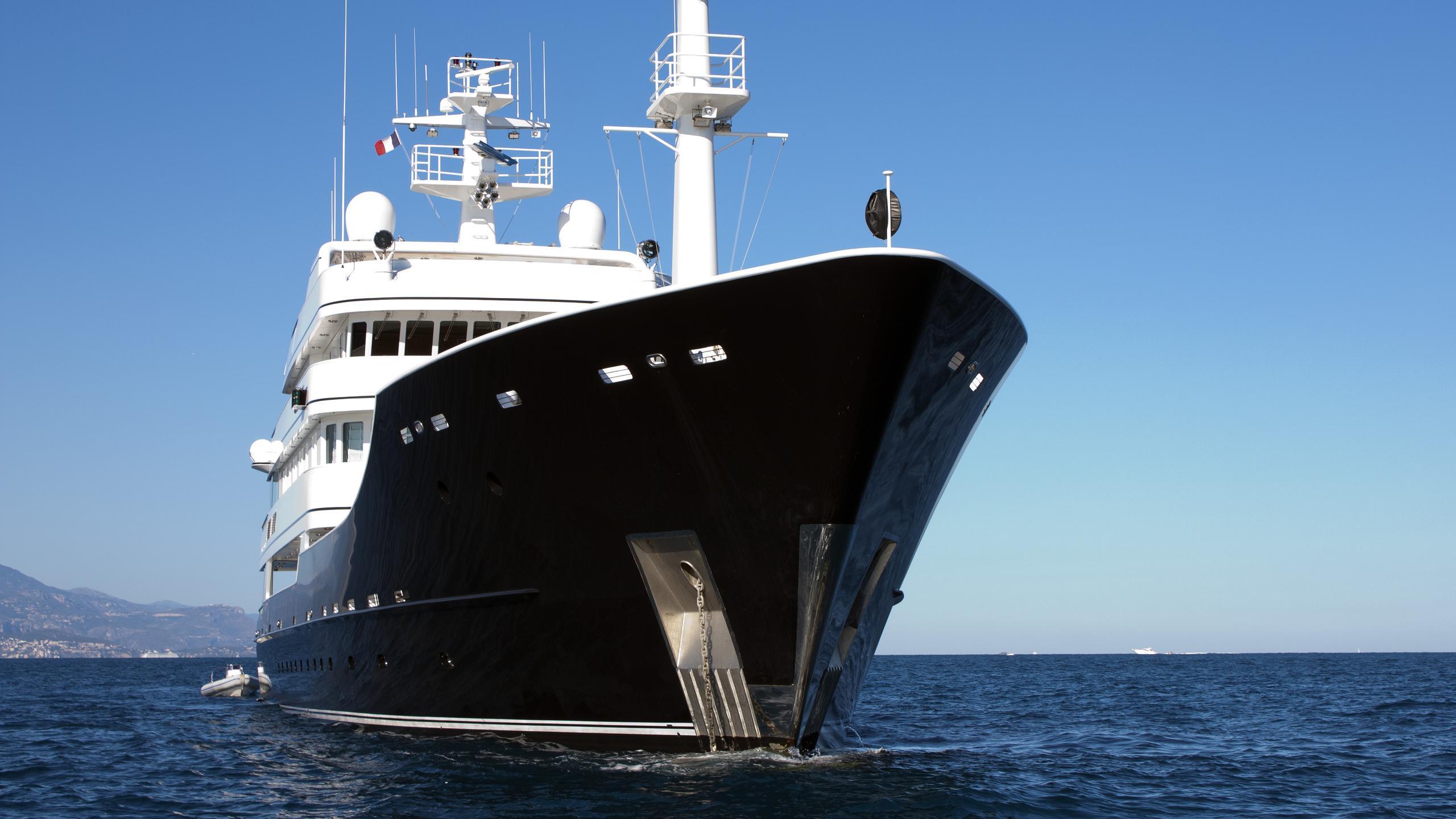 grand-rusalina-explorer-yacht-trinity-global-explorer-192-2003-59m-bow