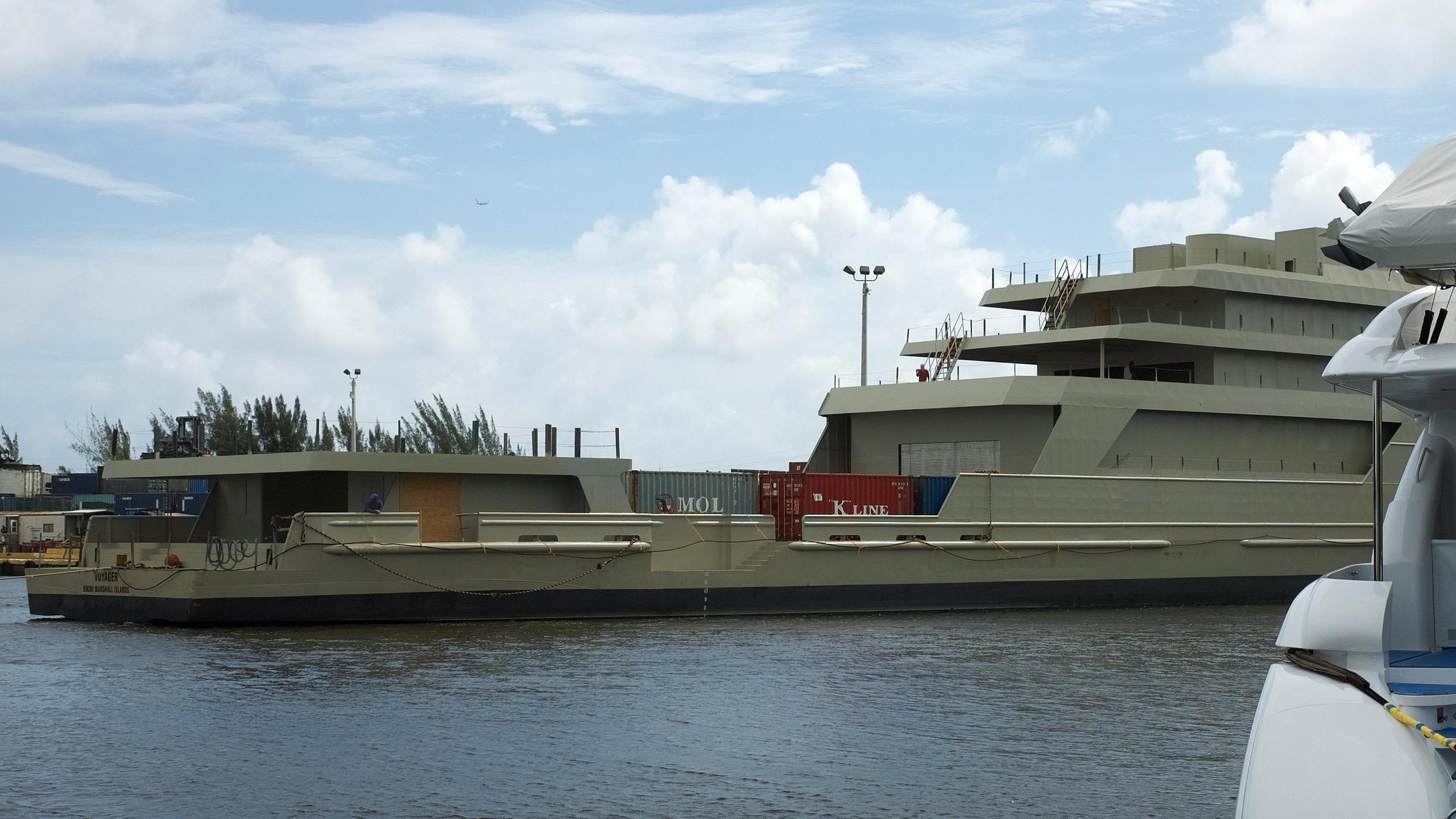 voyager-motoryacht-swiftships-1997-78m-half-profile-stern