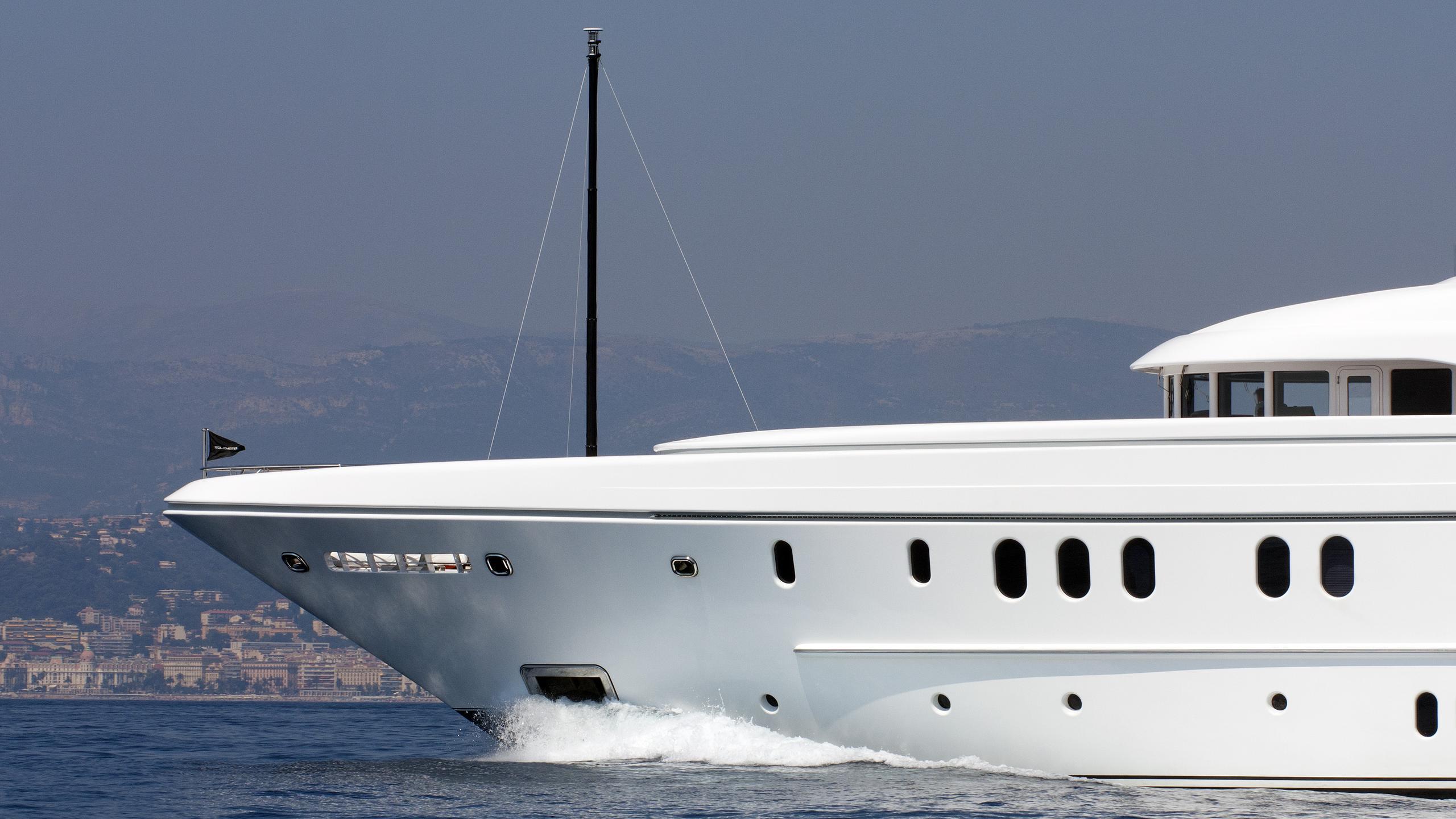 huntress-motor-yacht-lurssen-2010-60m-stern-detail