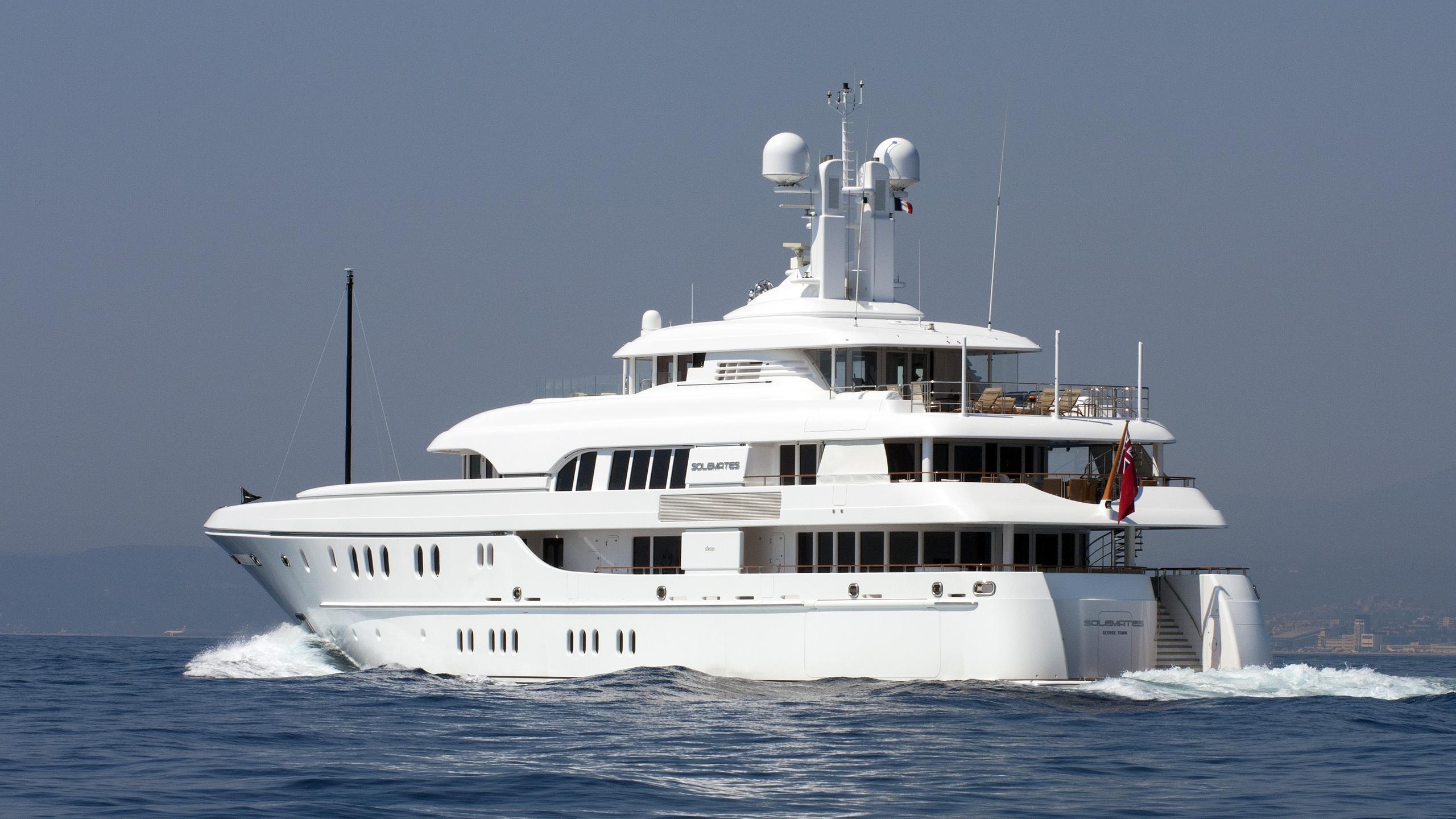 huntress-motor-yacht-lurssen-2010-60m-half-profile