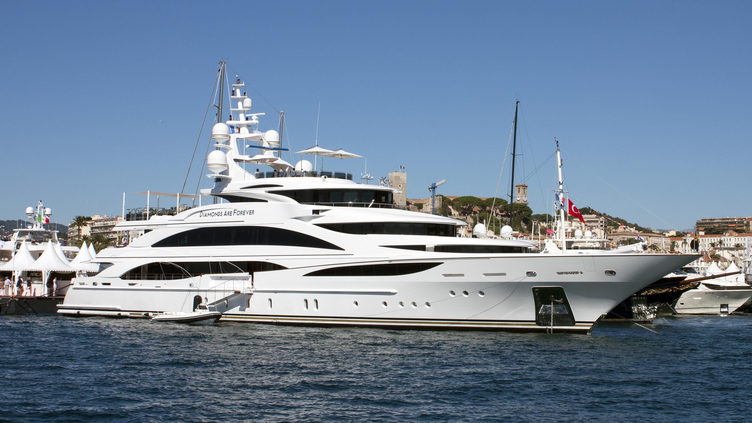 diamonds-are-forever-motor-yacht-benetti-2011-61m-half-profile