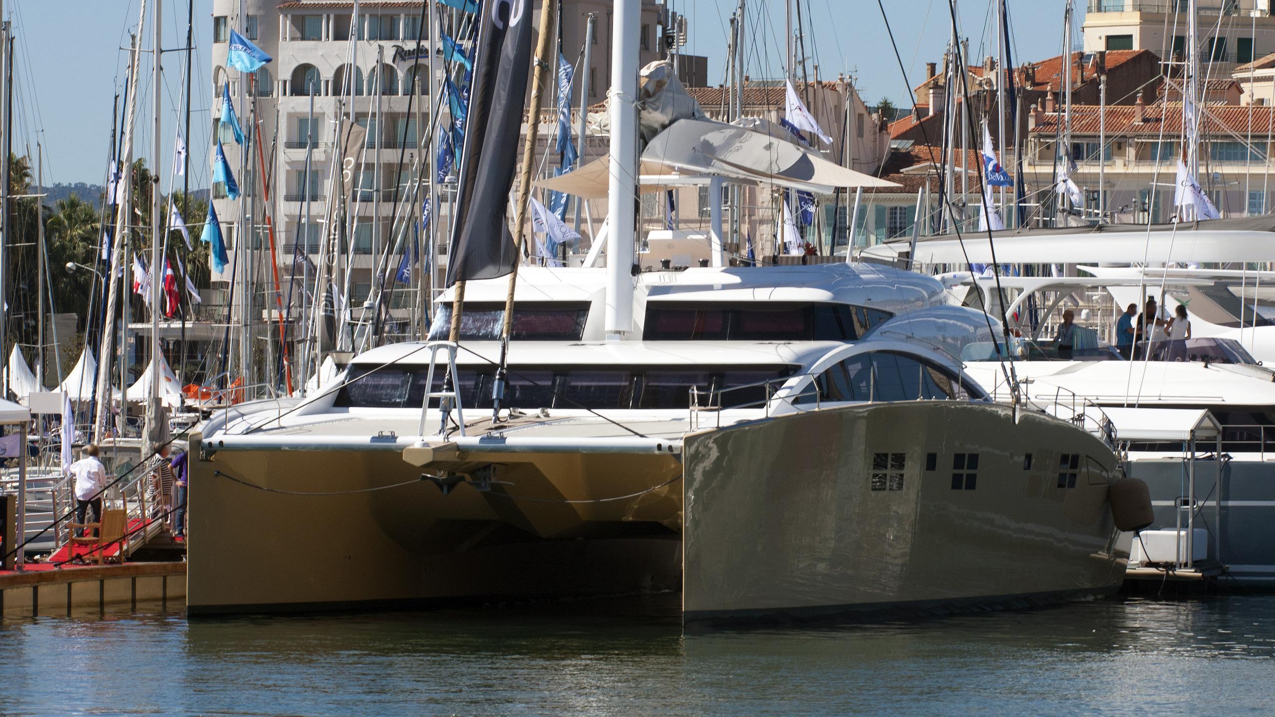 houbara-sailing-catamaran-yacht-sunreef-82-dd-2012-24m-bow