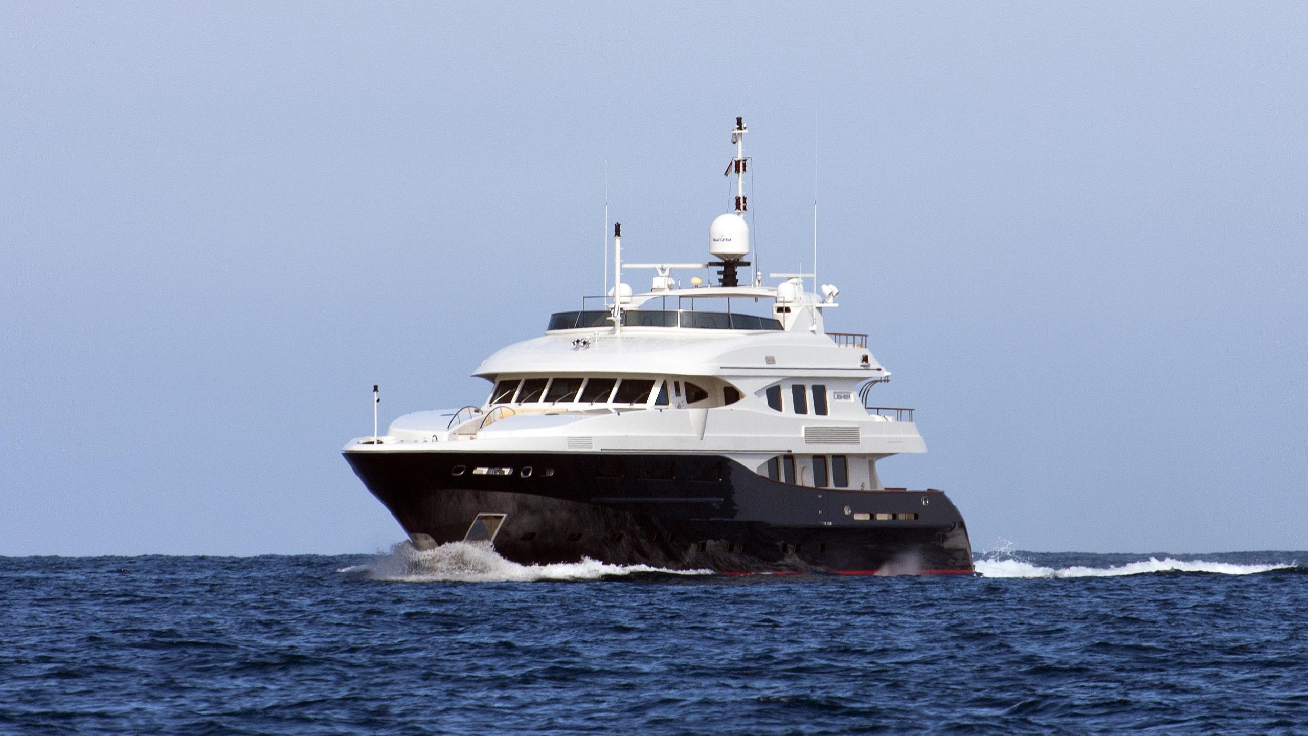 lighea-motor-yacht-maiora-43tp-2005-43m-bow