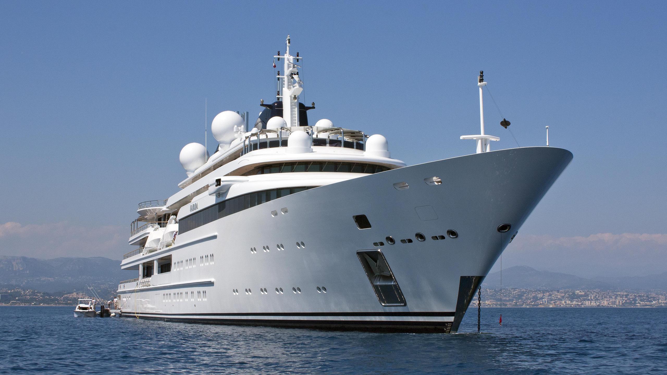 katara-motor-yacht-lurssen-2010-124m-bow