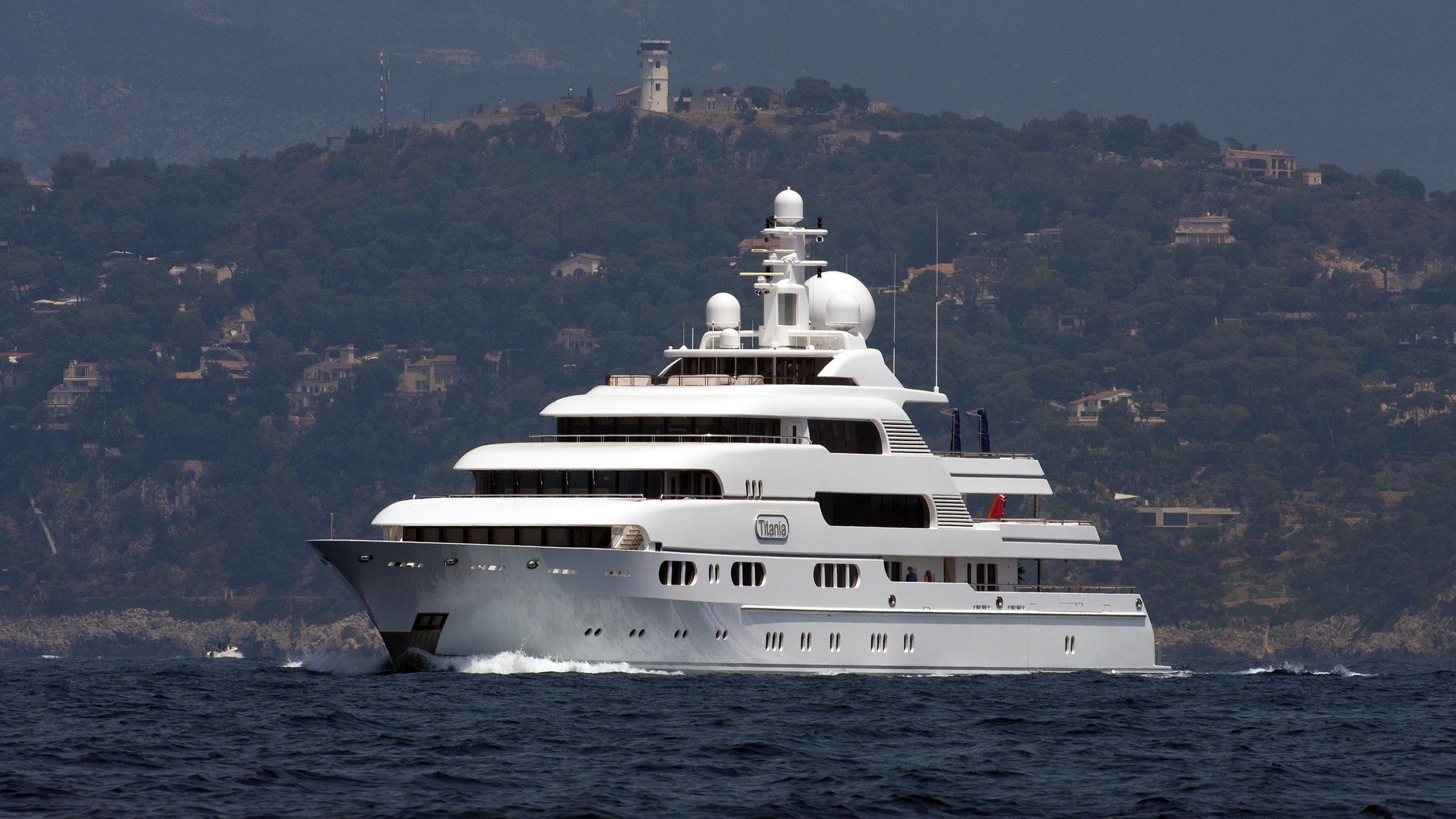 titania-motor-yacht-lurssen-2006-72m-half-profile-bow