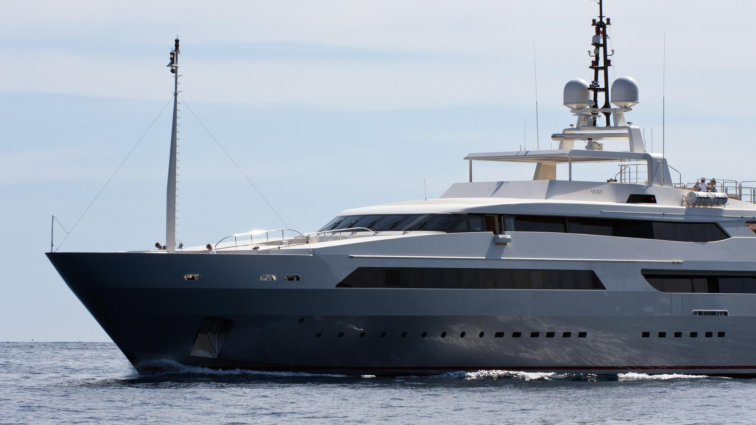 vicky-motor-yacht-baglietto-2008-59m-bow