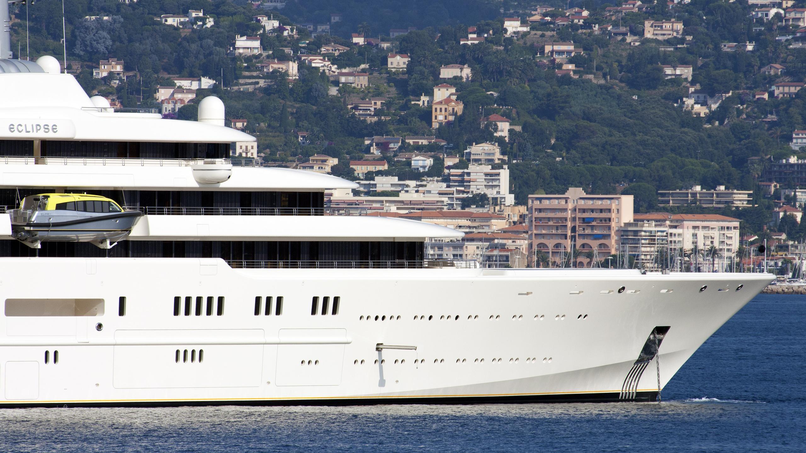 eclipse-motor-yacht-blohm-voss-2010-162m-bow-details-details