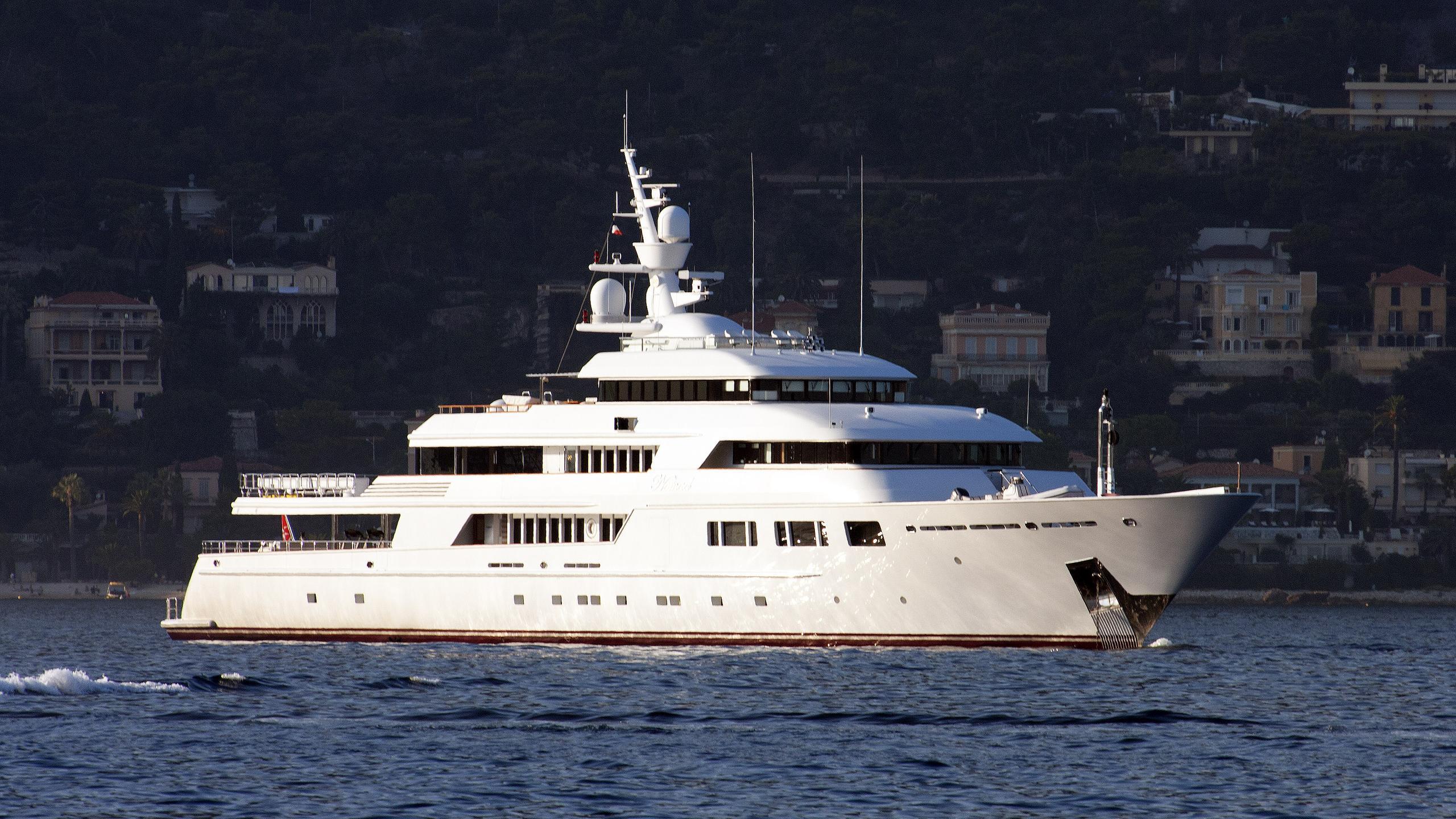 nomad-explorer-yacht-oceanfast-2003-70m-half-profile