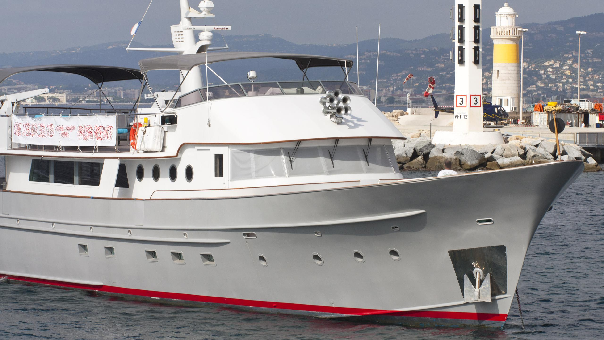 mojito-motor-yacht-breaux-baycraft-1969-33m-half-profile