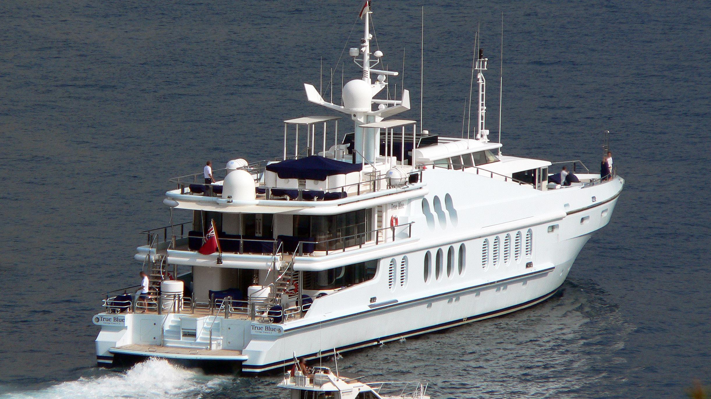 oceana-motor-yacht-oceanfast-1991-55m-stern-before-refit