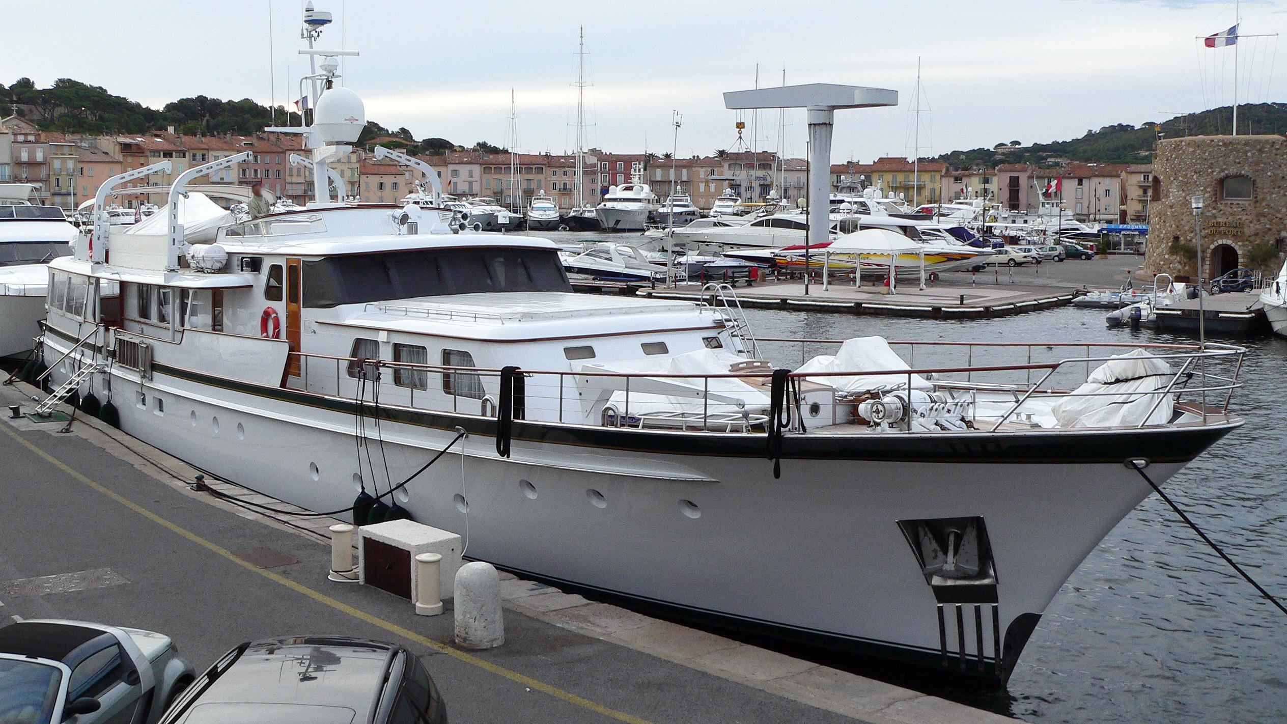 oncle-paul-motor-yacht-feadship-1973-34m-bow