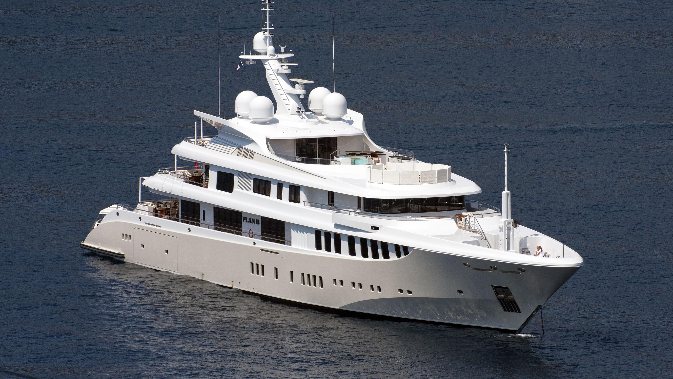 plan-b-motor-yacht-hdw-kiel-2012-73m-half-profile