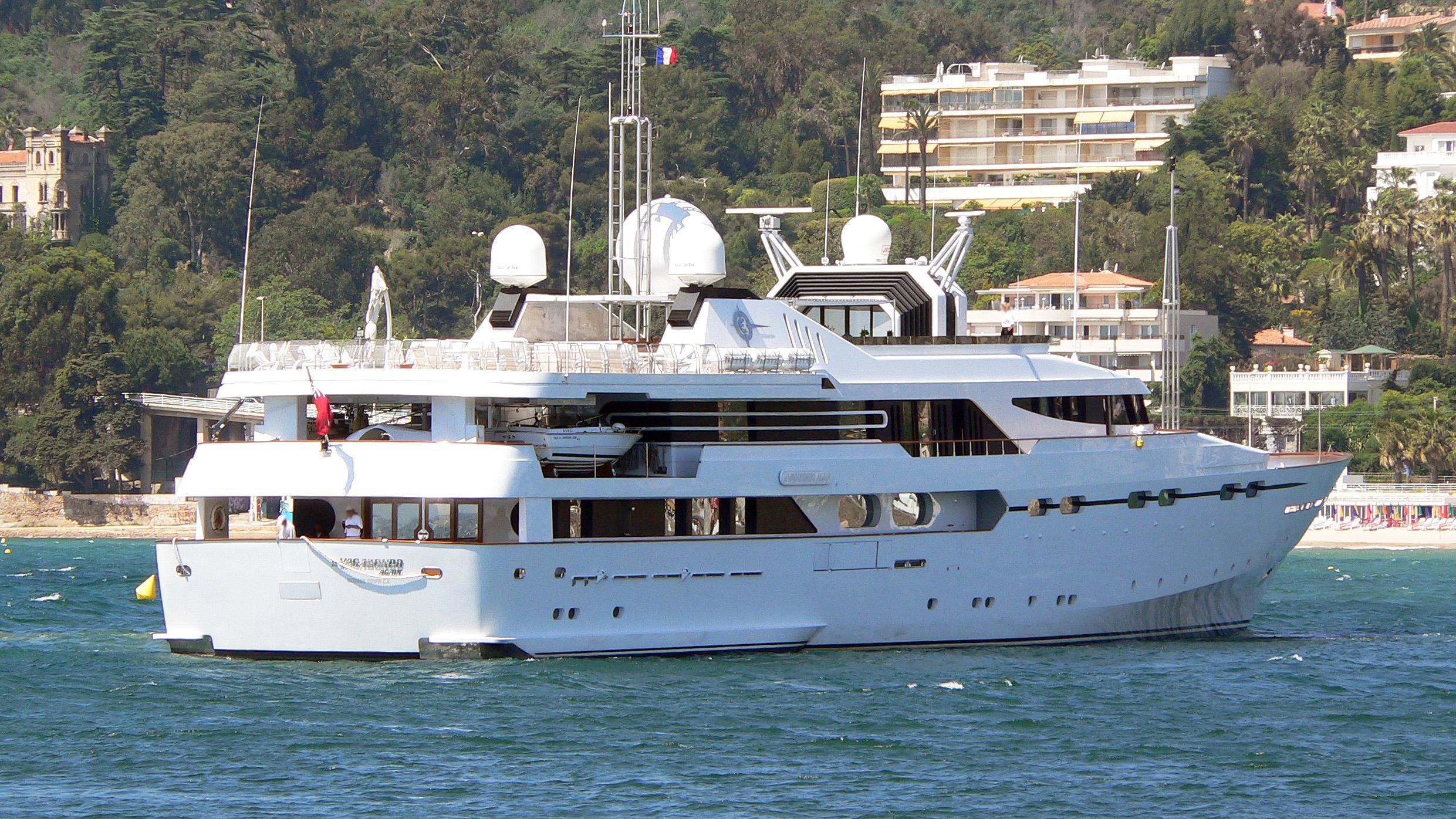 il-vagabondo-again-motor-yacht-crn-1987-61m-stern-before-refit