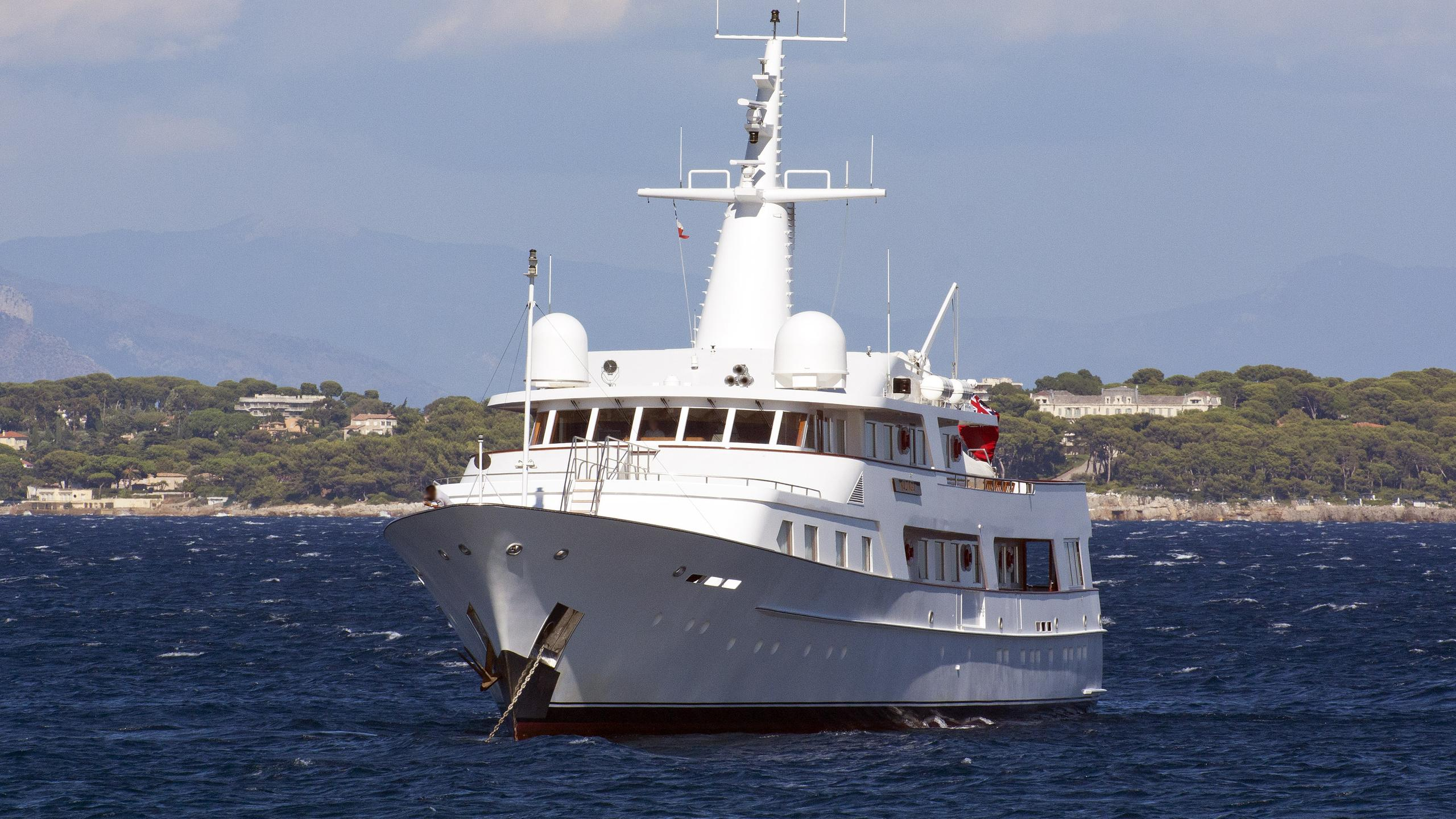 kalinga-motor-yacht-feadship-1982-54m-bow