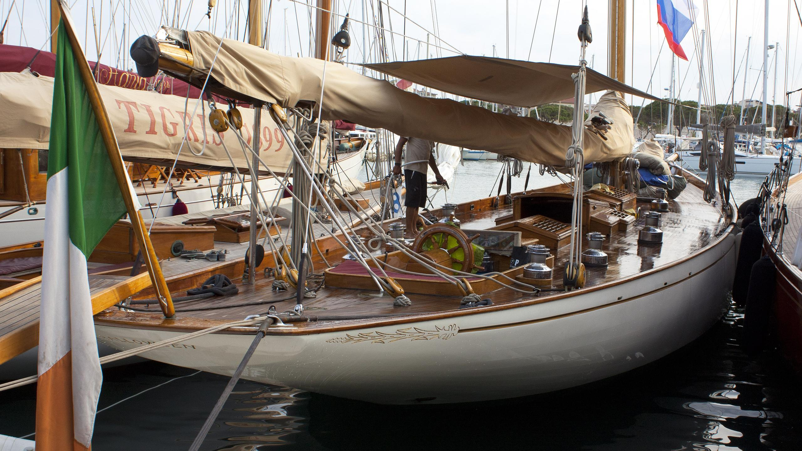 halloween-sailing-yacht-fife-1926-25m-stern