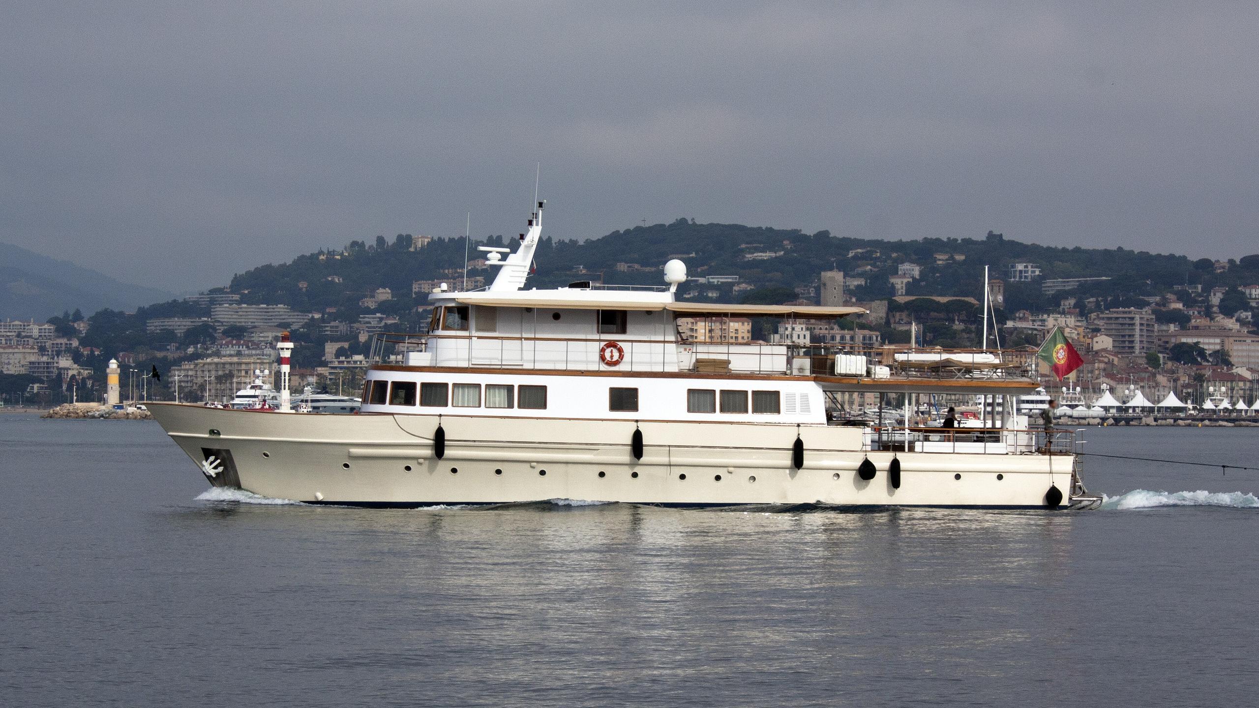 clara-one-motor-yacht-sarri-1961-31m-profile